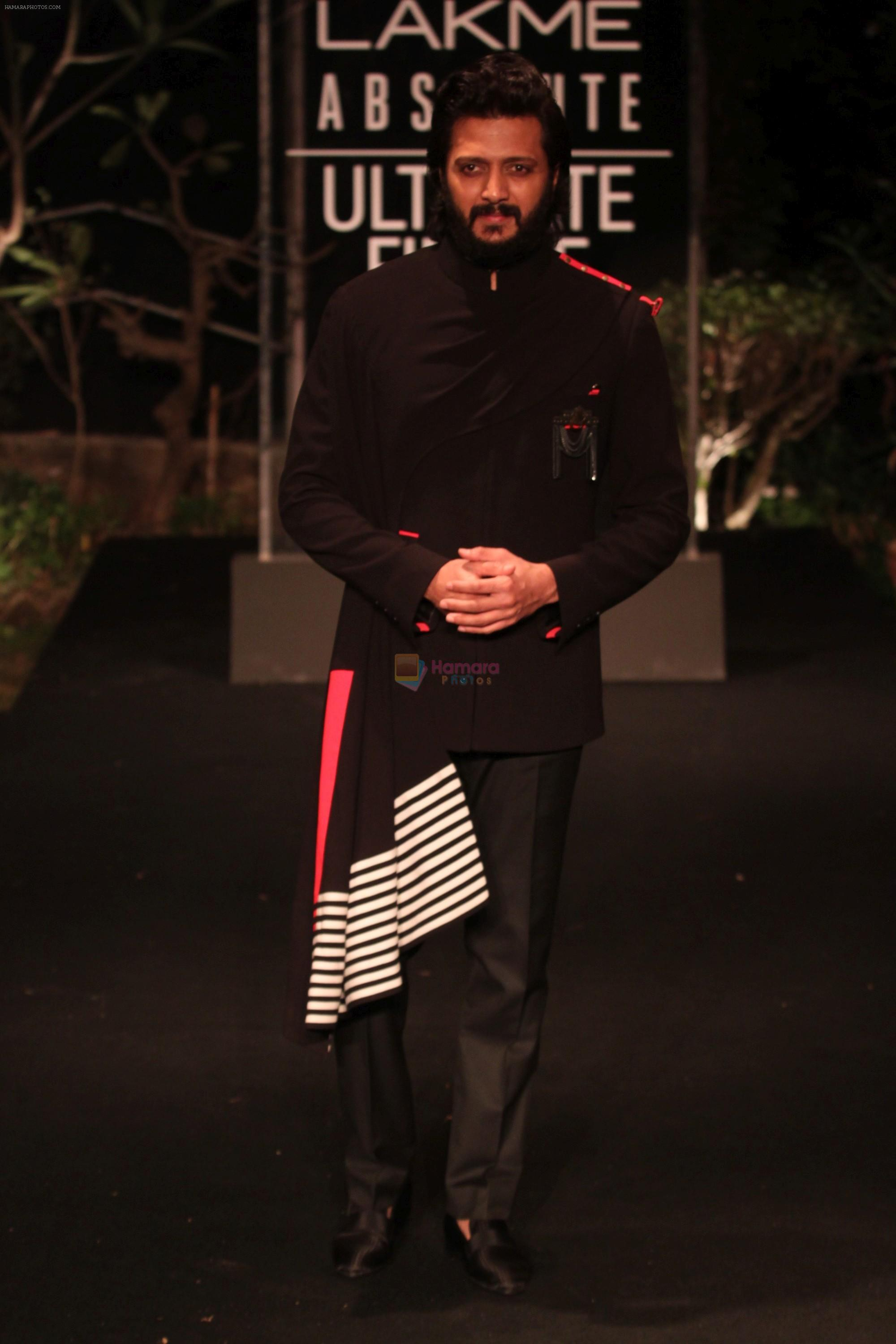 Riteish Deshmukh on Day 5 at Lakme Fashion Week 2019  on 3rd Feb 2019