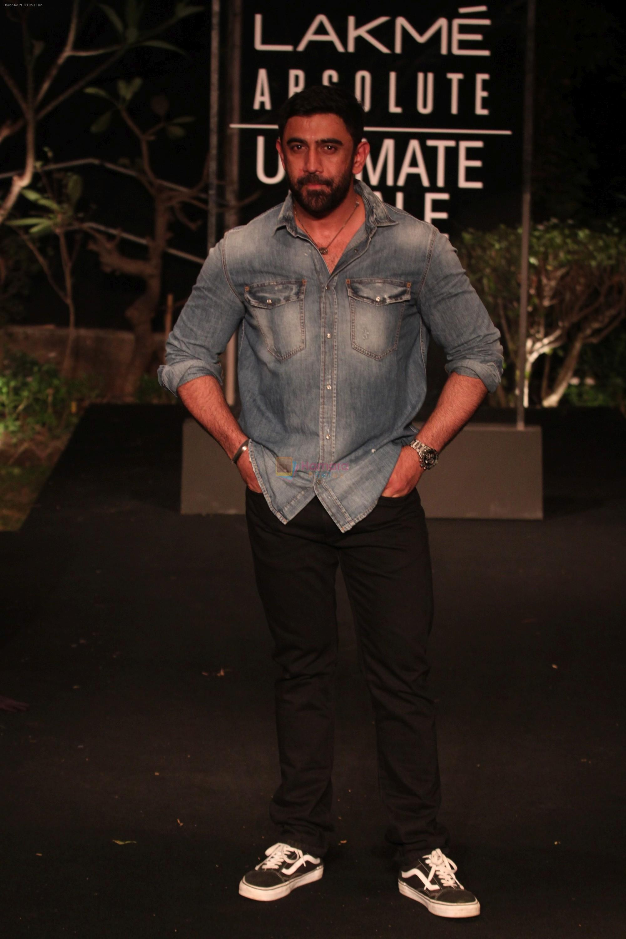 Amit Sadh on Day 5 at Lakme Fashion Week 2019  on 3rd Feb 2019
