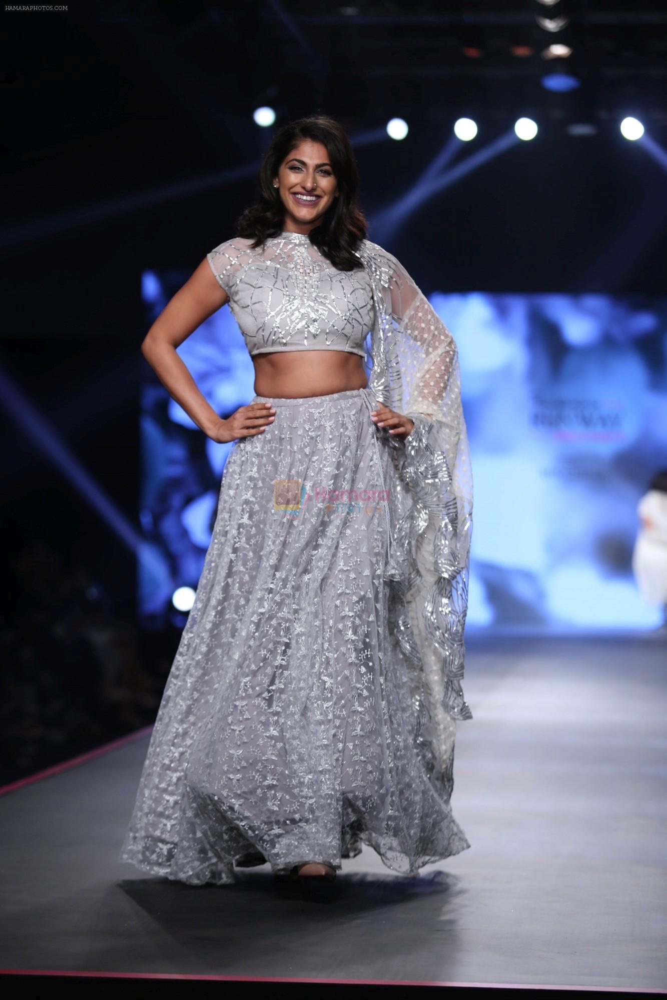 Kubbra Sait at Smile Foundation & Designer Sailesh Singhania fashion show for the 13th edition of Ramp for Champs at the race course in mahalxmi on 13th Feb 2019