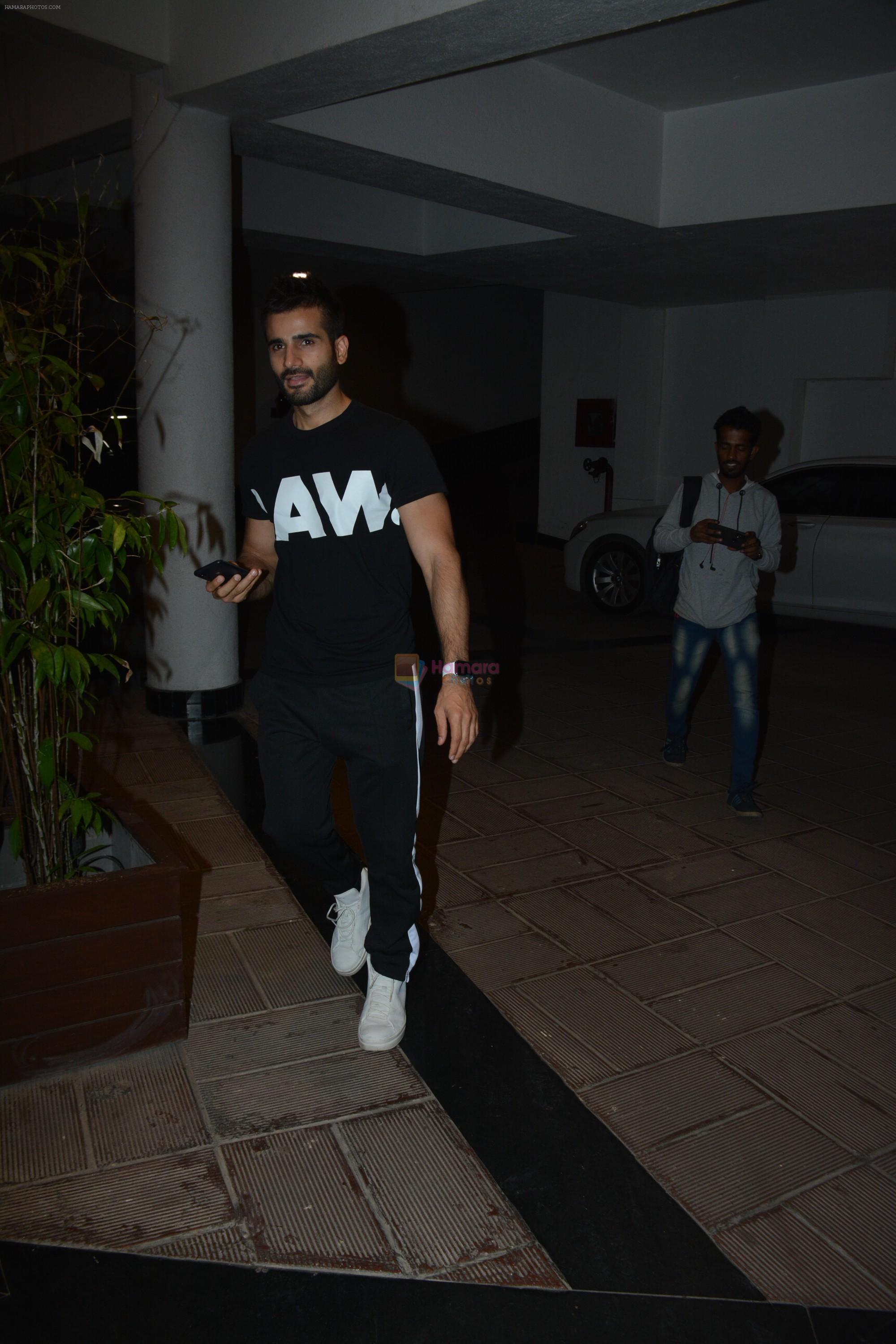 Karan Tacker at Manish Malhotra's house on 13th March 2019