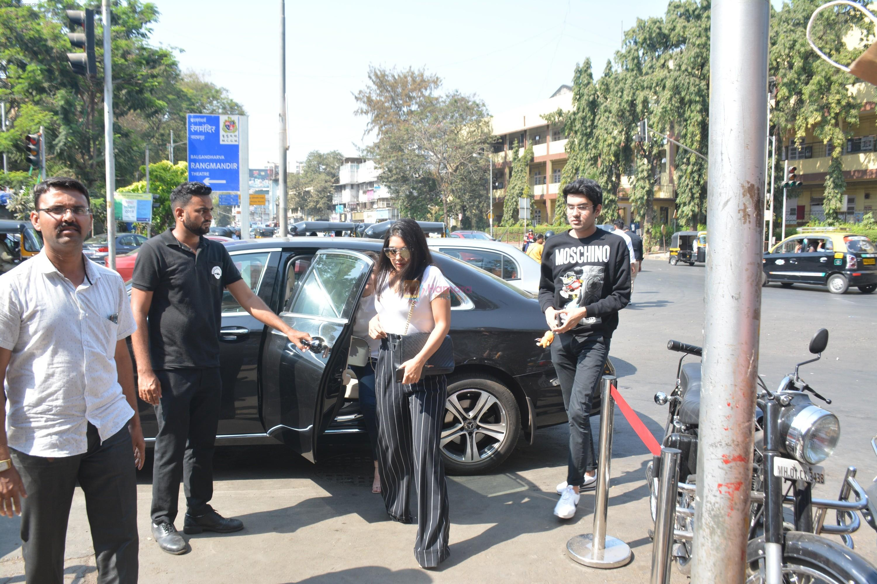 Bhumi Pednekar with sister & family spotted at bastian in bandra on 18th March 2019