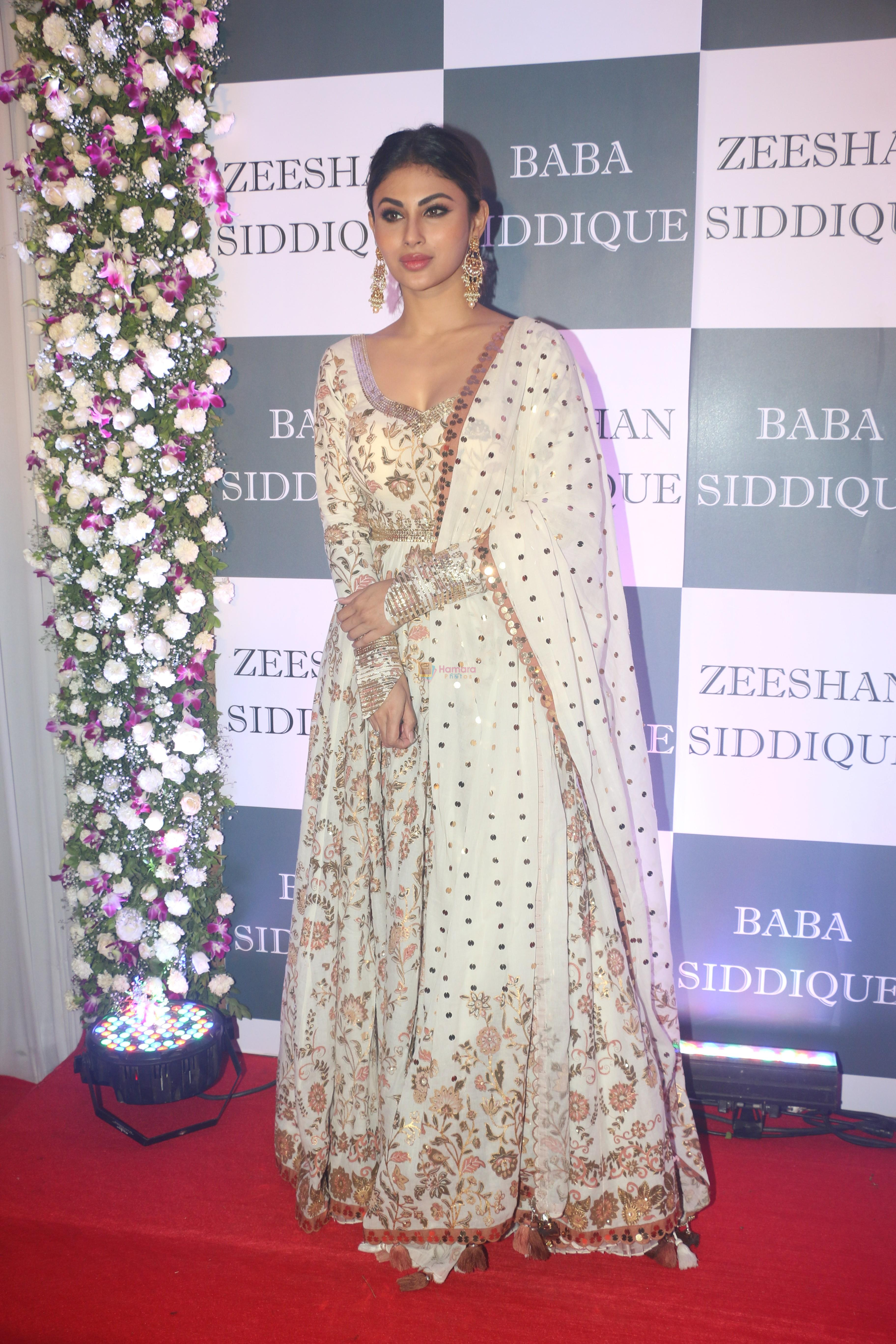 Mouni Roy at Baba Siddiqui iftaar party in Taj Lands End bandra on 2nd June 2019