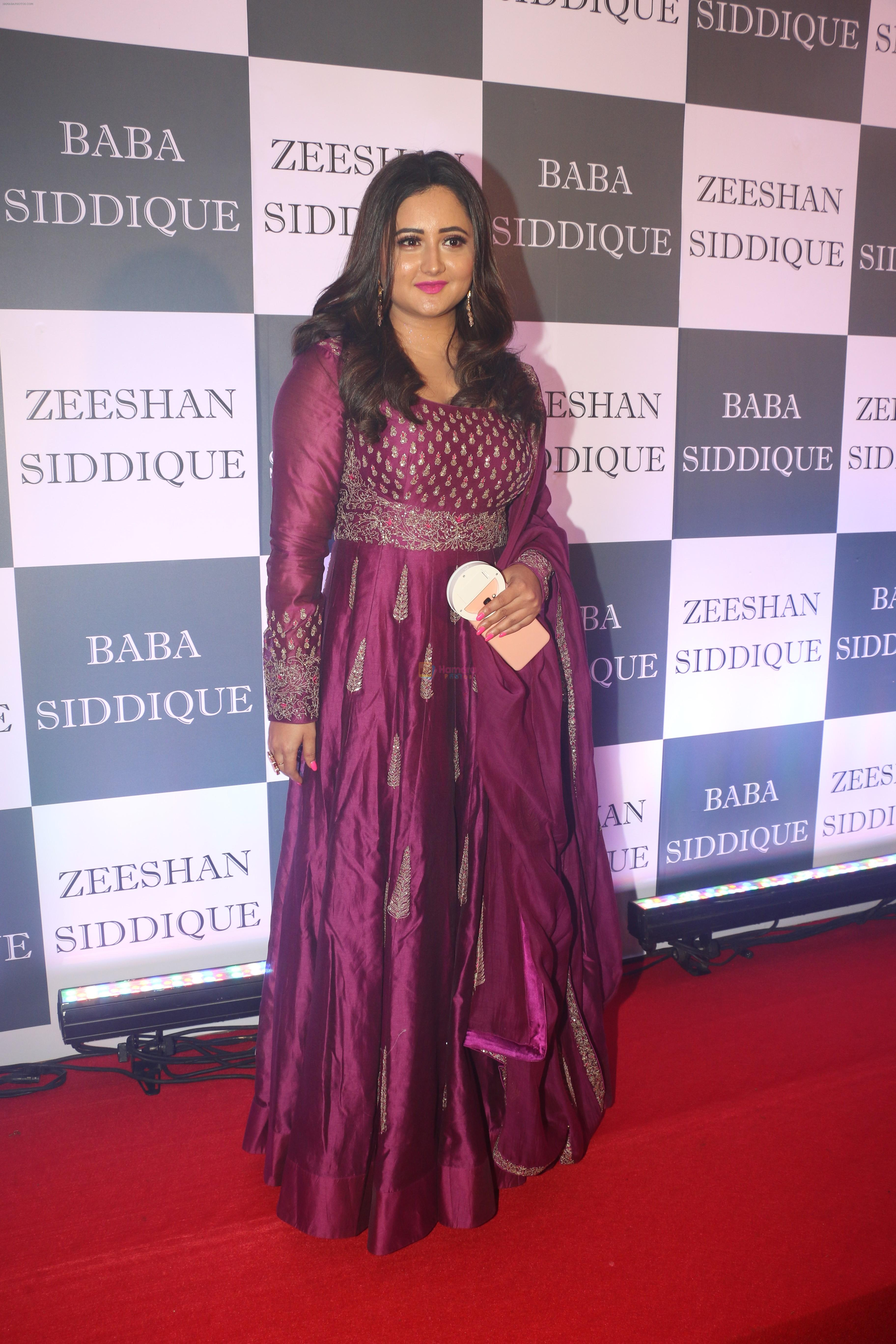 Rashmi Desai at Baba Siddiqui iftaar party in Taj Lands End bandra on 2nd June 2019