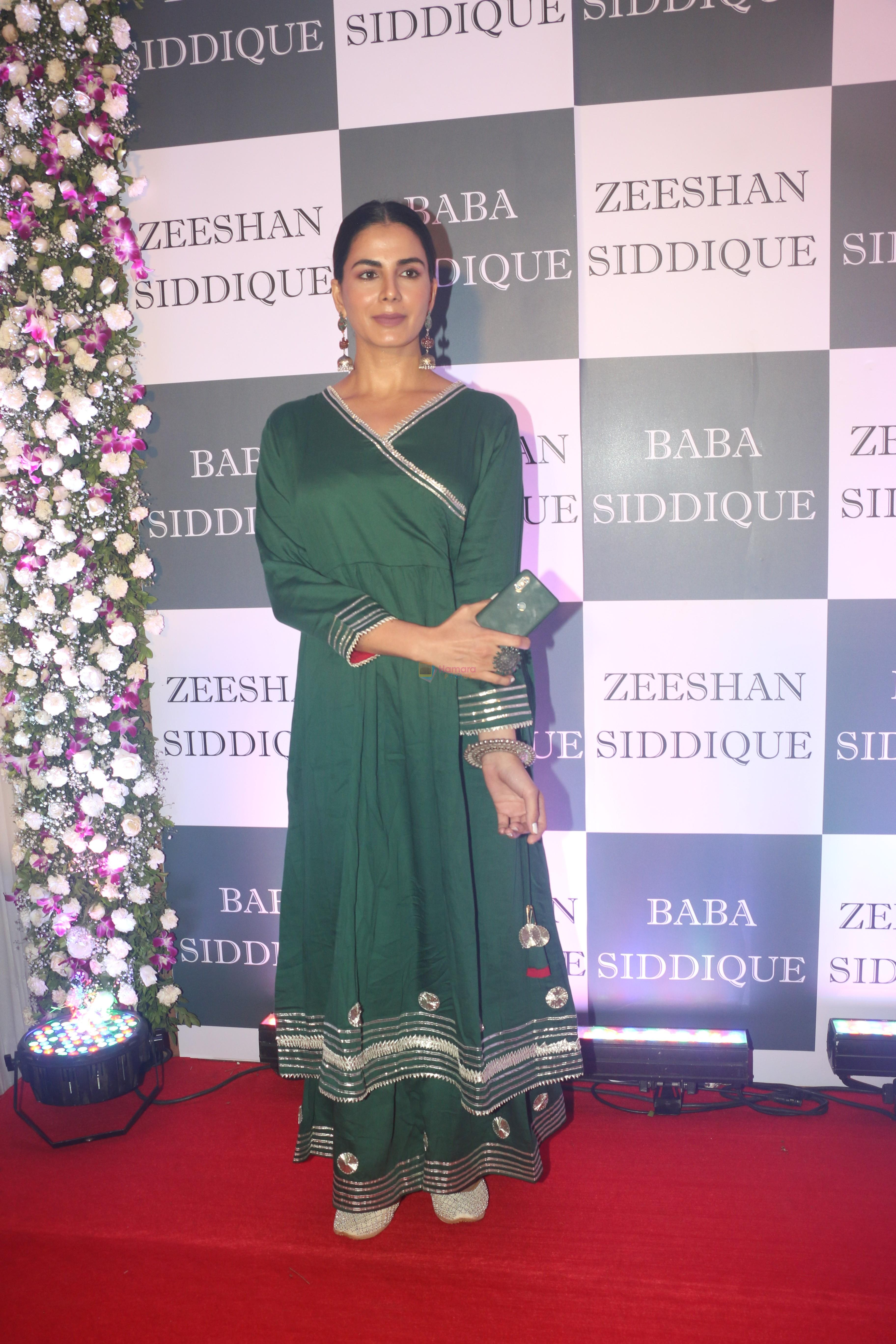 Kirti Kulhari at Baba Siddiqui iftaar party in Taj Lands End bandra on 2nd June 2019