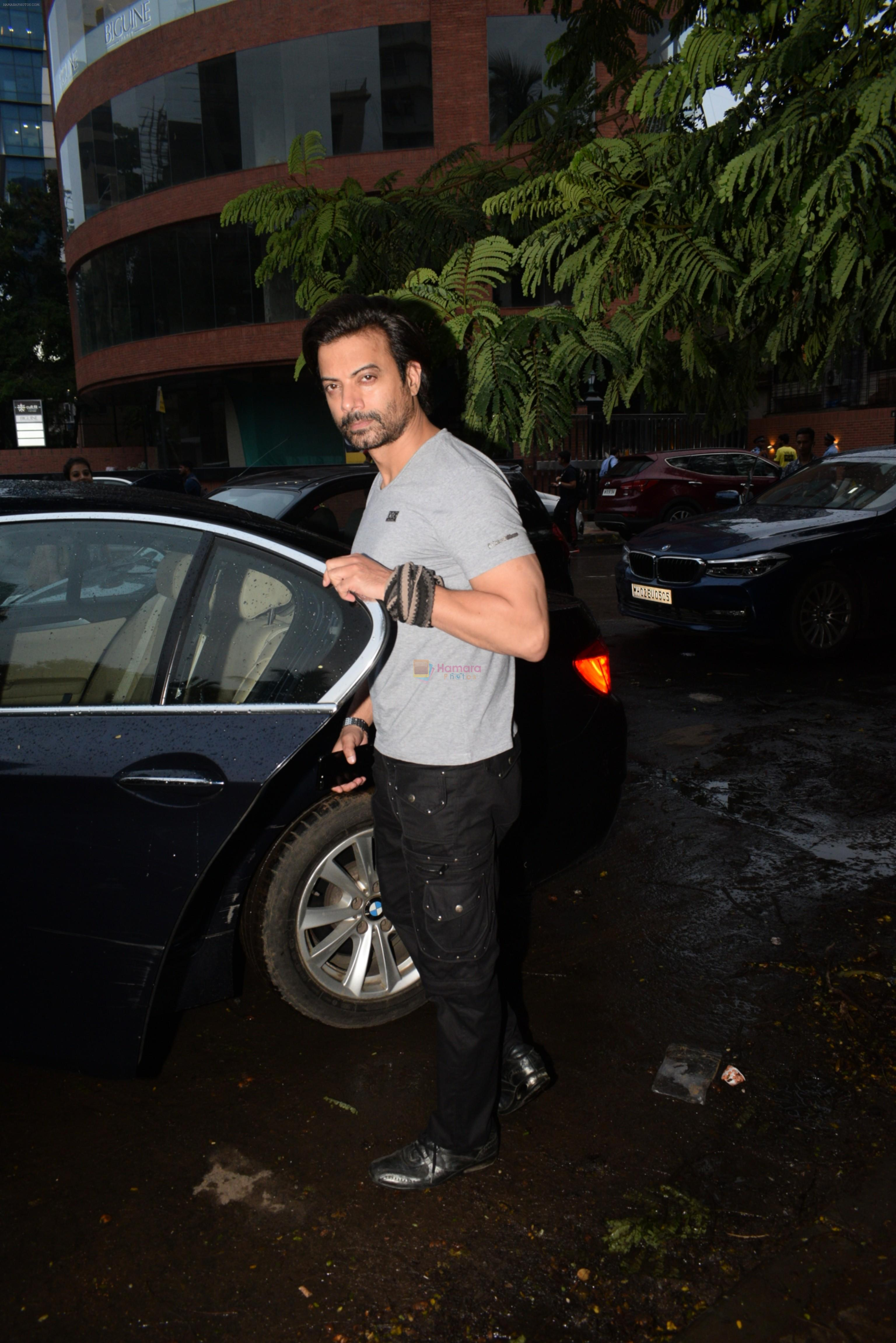 Rahul Bhatt spotted at kromakay juhu on 18th June 2019