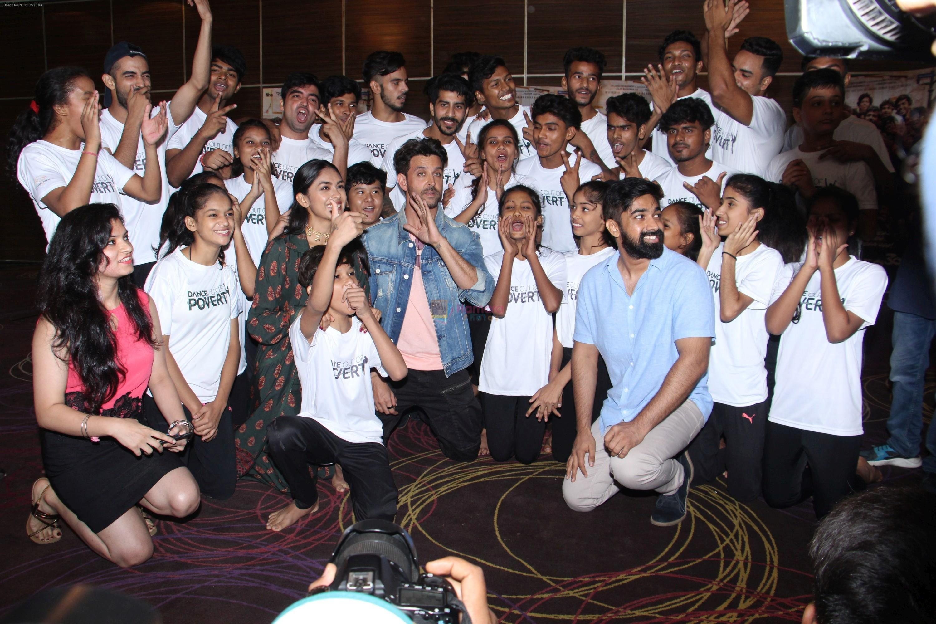 Hrithik Roshan, Mrunal Thakur at the promotion of film super 30 and dances with underprivileged kids from NGO Dance out of poverty on 9th July 2019