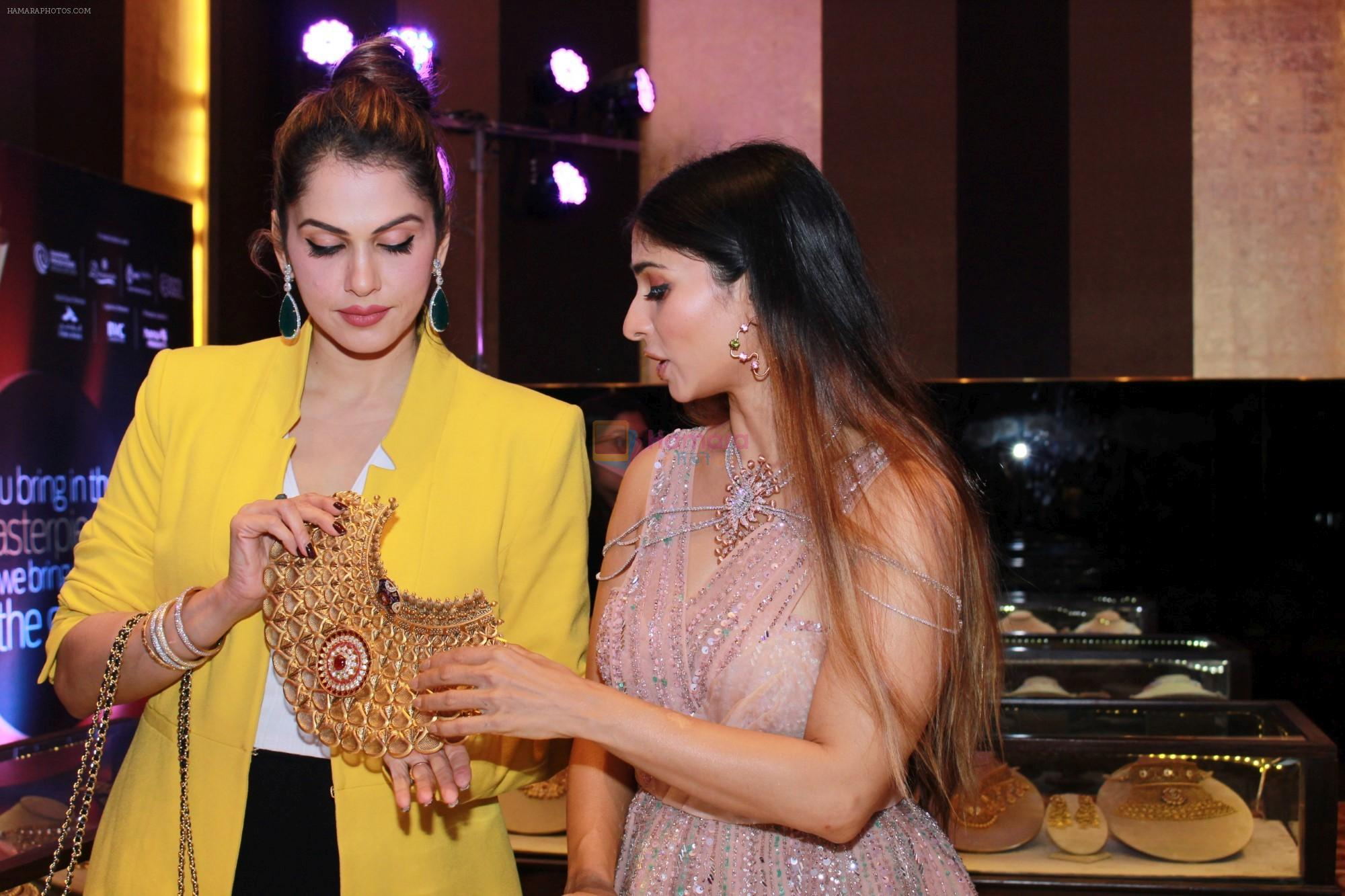Isha Koppikar,Tanishaa Mukerji At The 15th Annual Fura Retail Jeweller India Awards 2019 on 29th July 2019