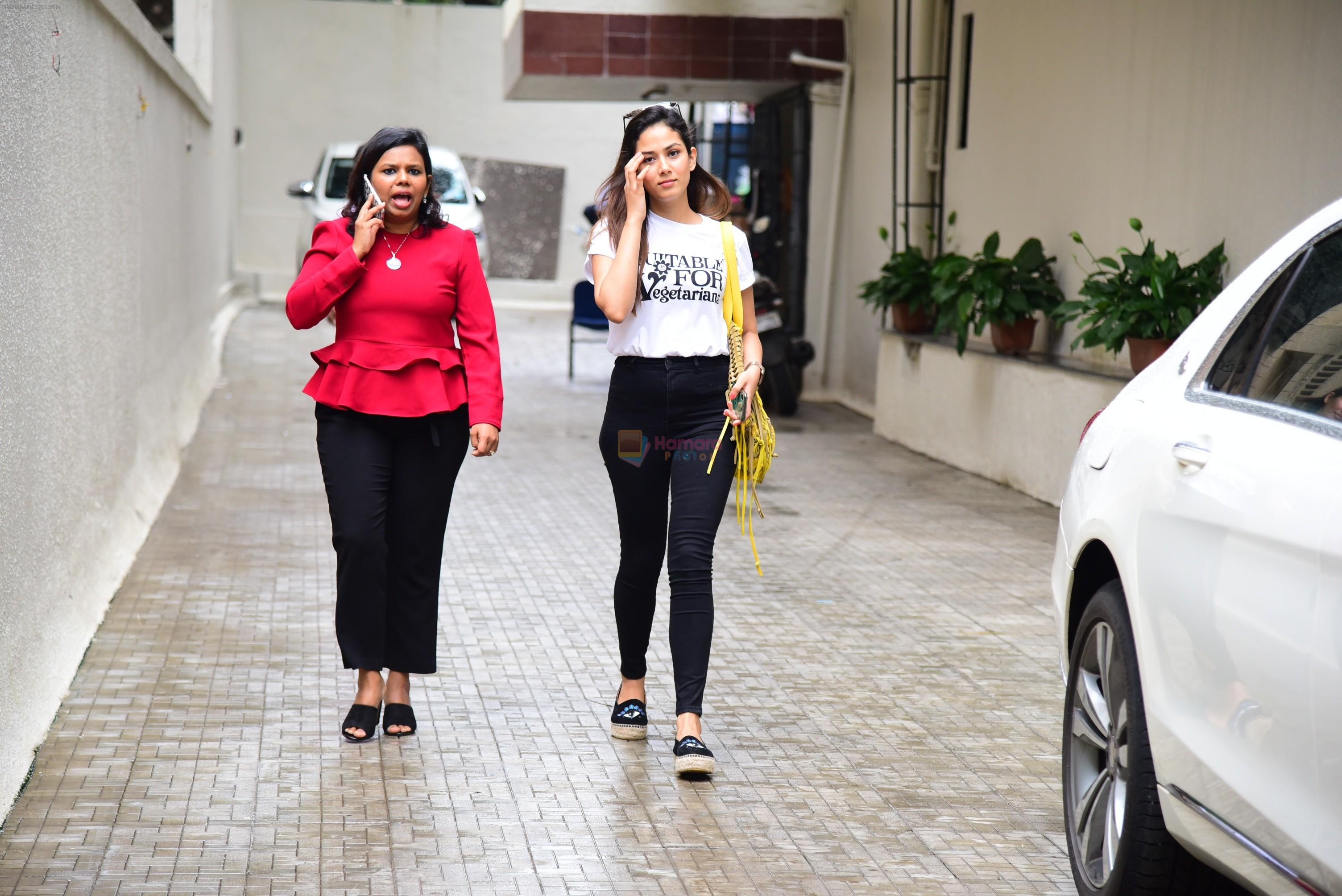 Mira Rajput spotted at Dharma films office in bandra on 6th Aug 2019