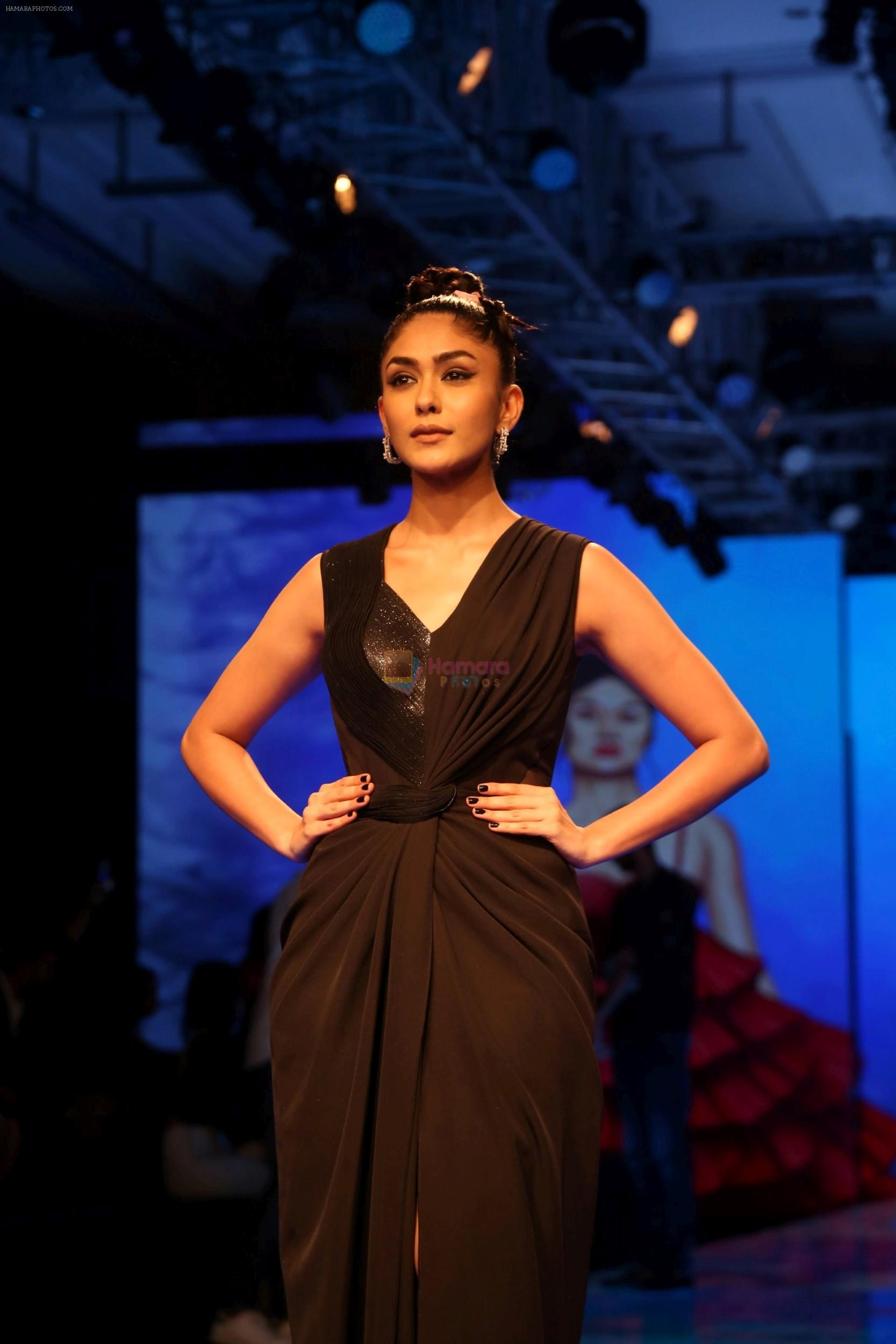 Mrunal Thakur at Lakme Fashion Week 2019 on 21st Aug 2019