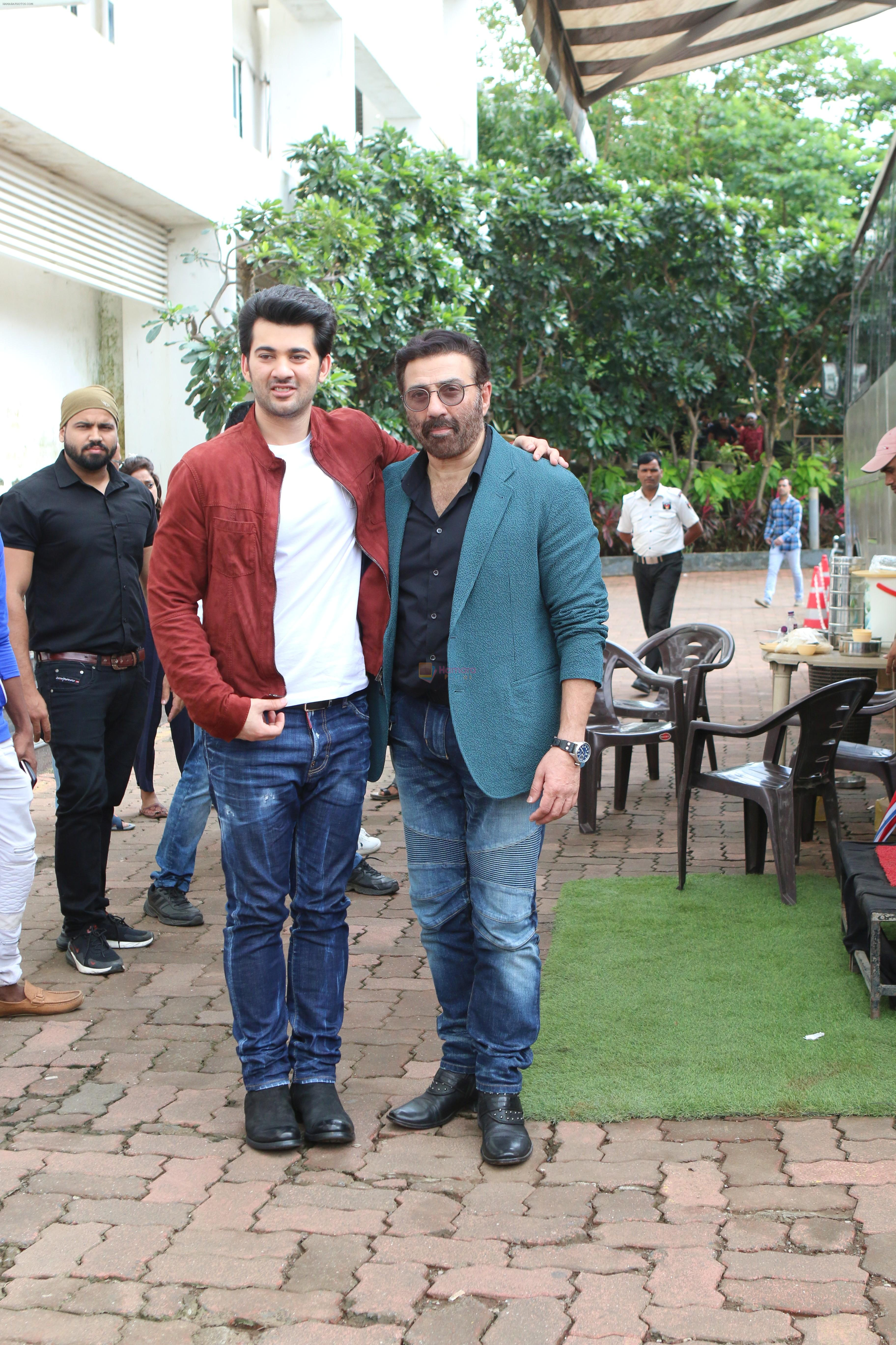 Sunny Deol, Karan Deol on the sets of Dance India Dance at filmcity in goregoan on 22nd Aug 2019
