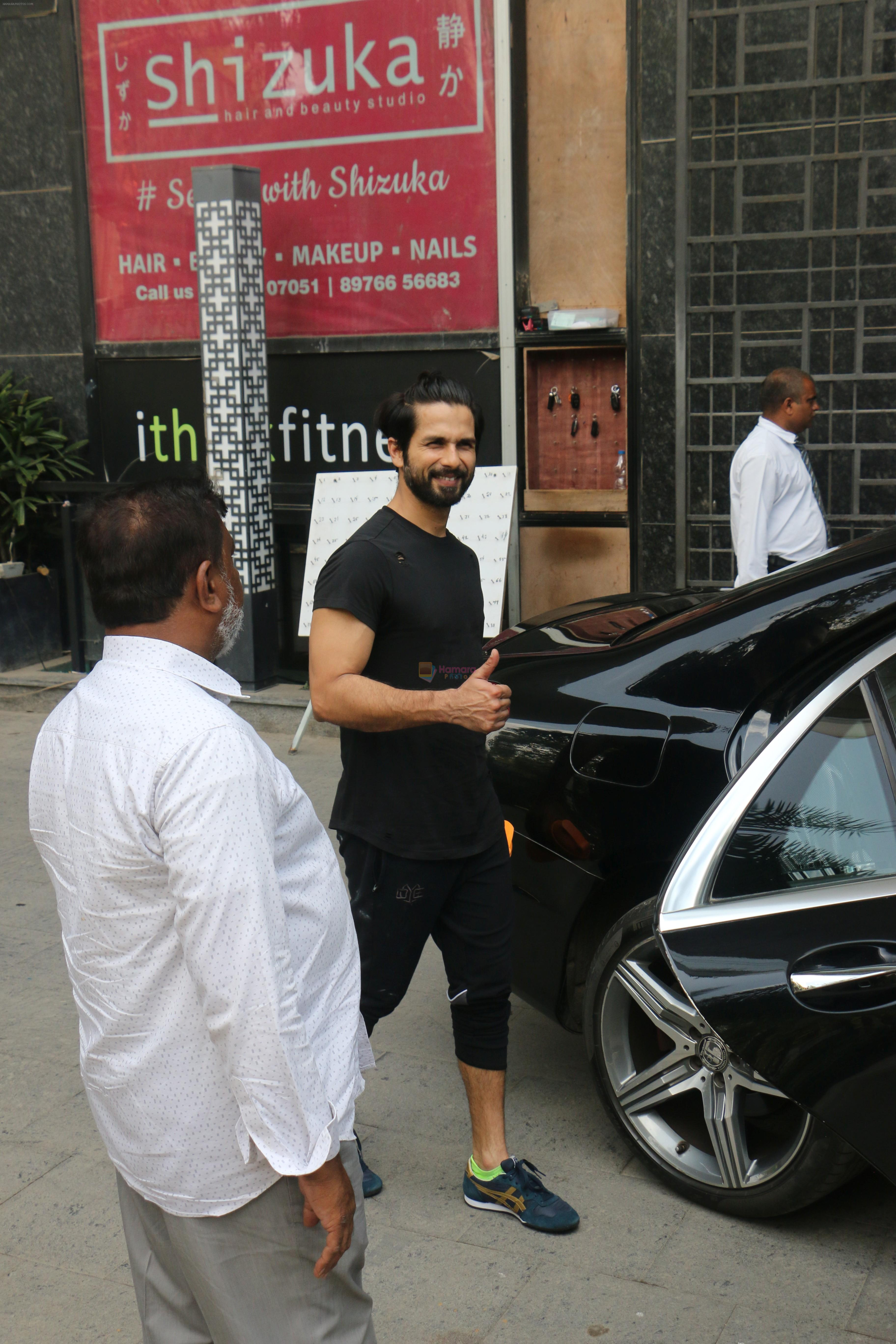 Shahid Kapoor, Mira Rajput & Misha spotted at juhu on 23rd Aug 2019