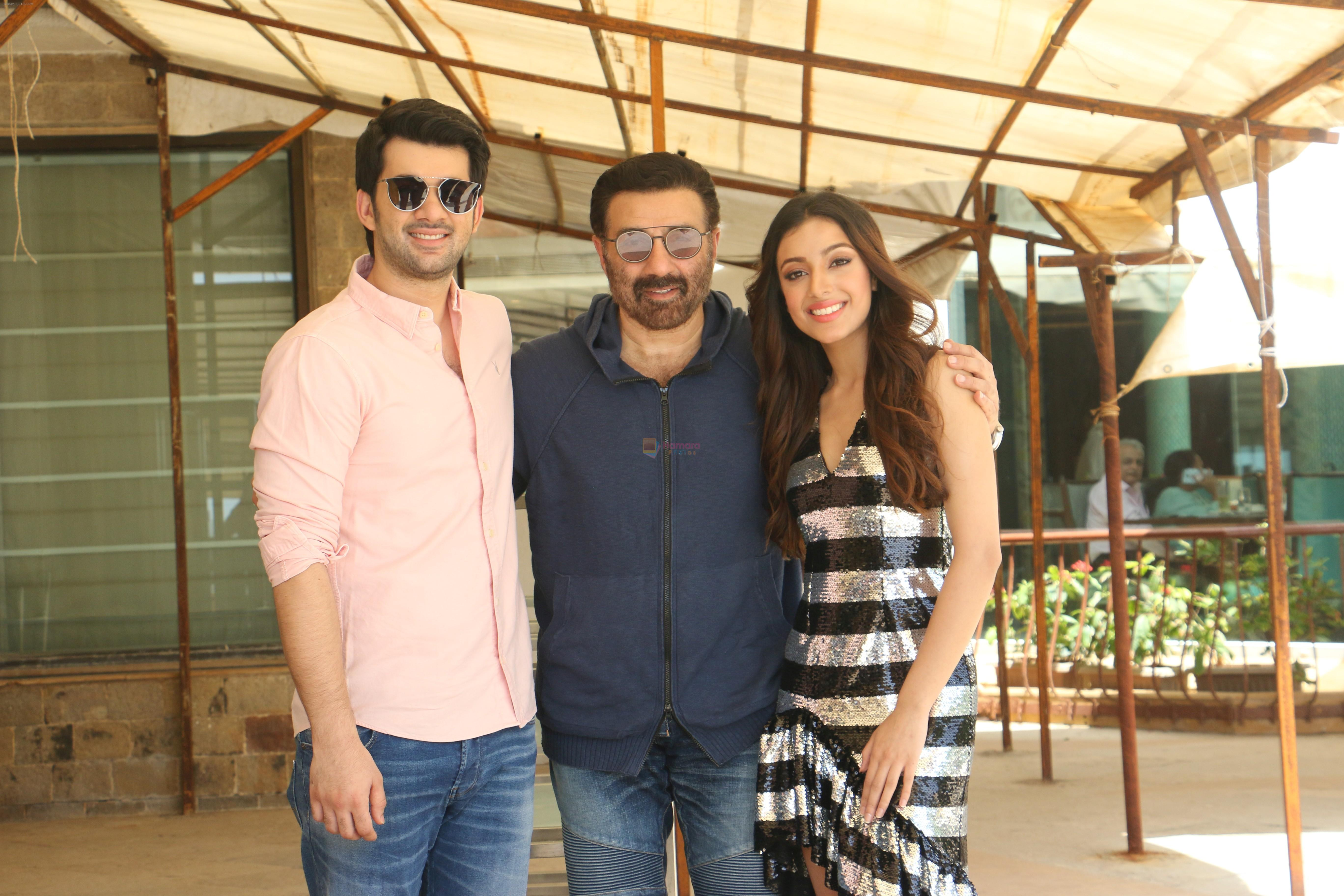 Karan Deol,  Sunny Deol, Saher Bamba at the promotion of film Pal Pal Dil Ke Pass in Sun n Sand on 23rd Aug 2019