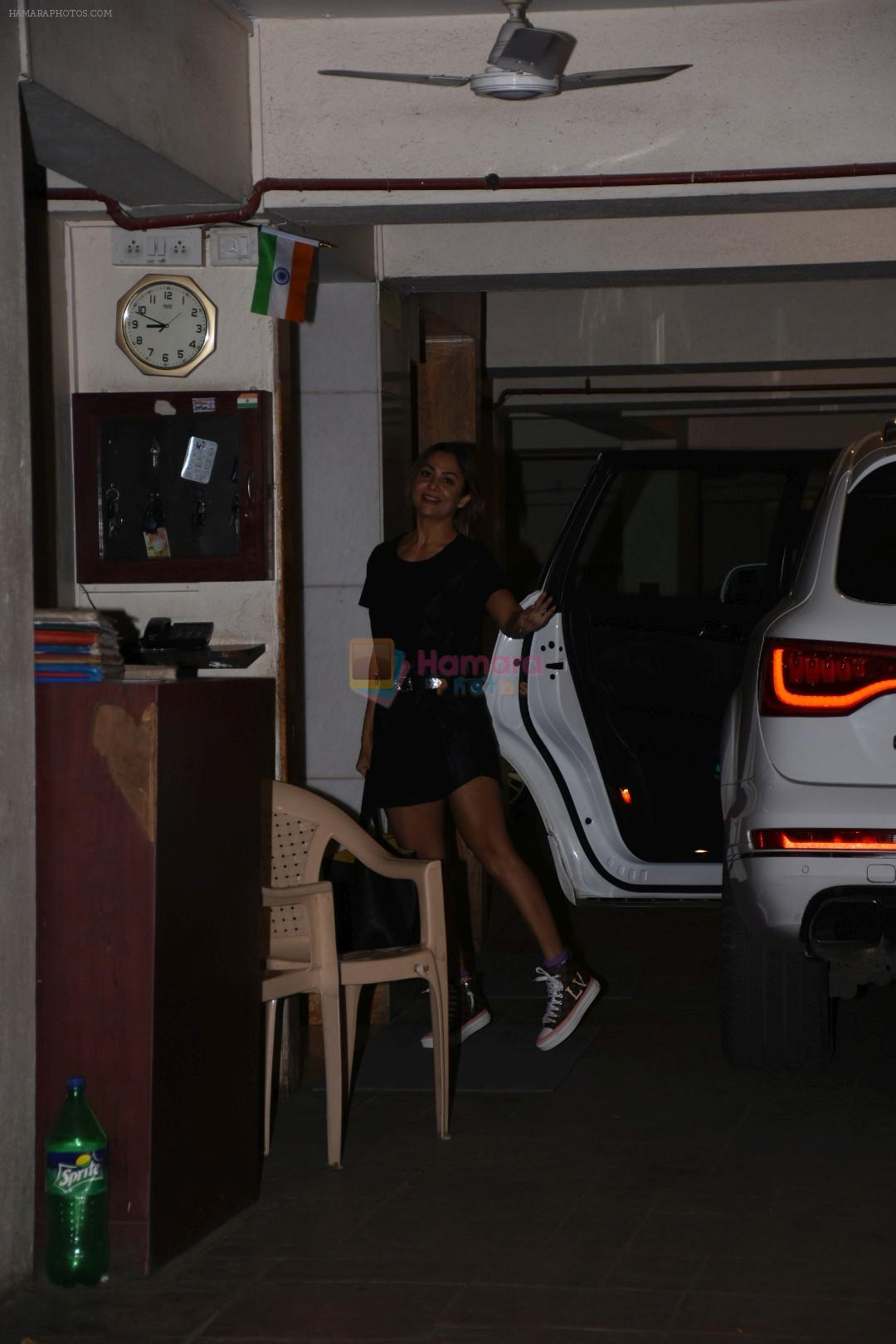 Amrita Arora spotted at Kareena Kapoor's house in bandra on 23rd Aug 2019