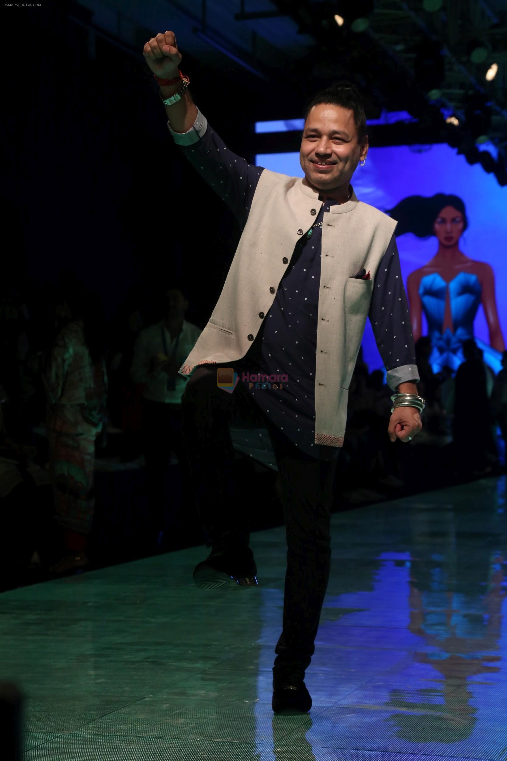 kailash Kher At lakme fashion week 2019 Day 4 on 25th Aug 2019