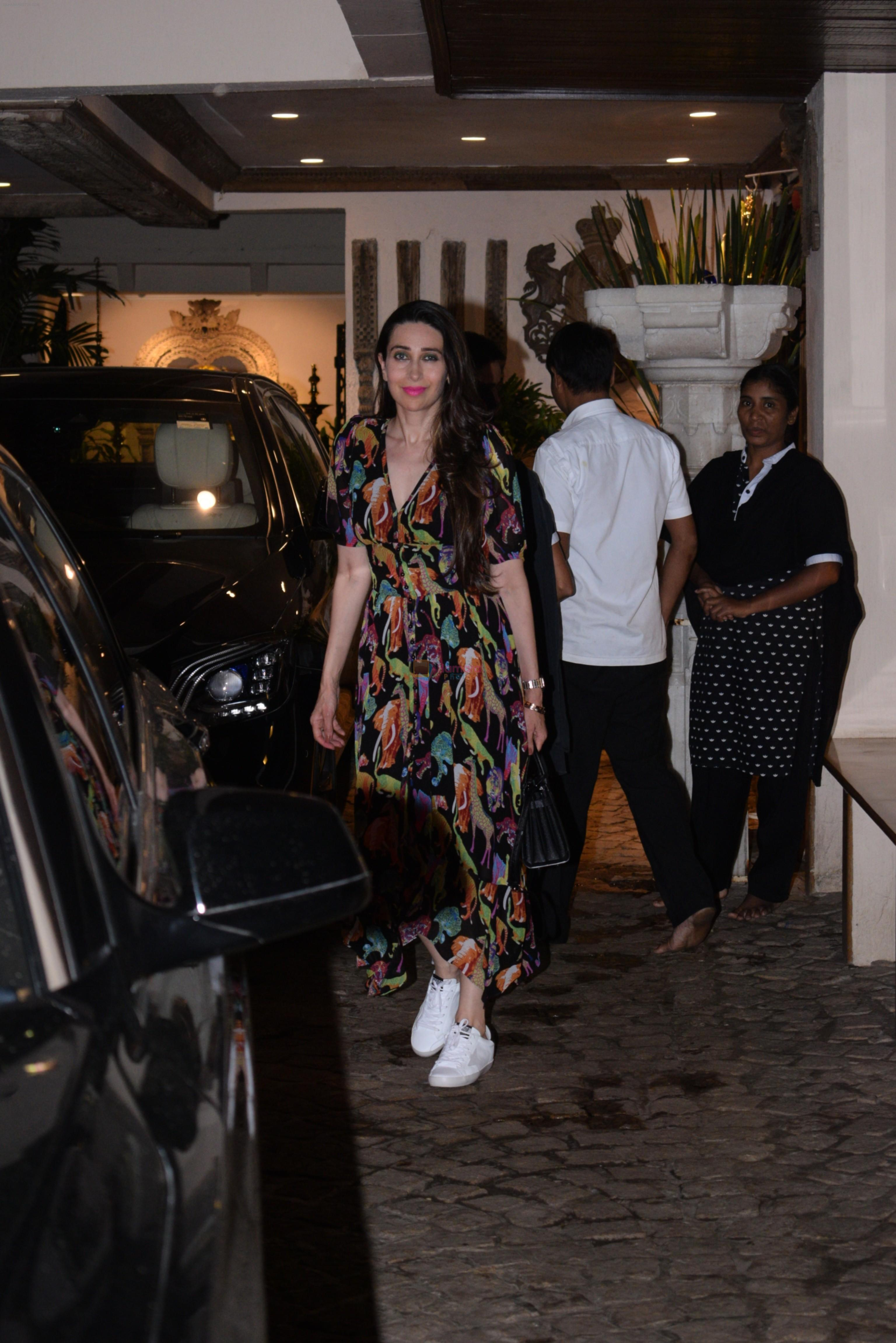 Karishma Kapoor spotted at anil Kapoor's house in juhu on 28th AUg 2019