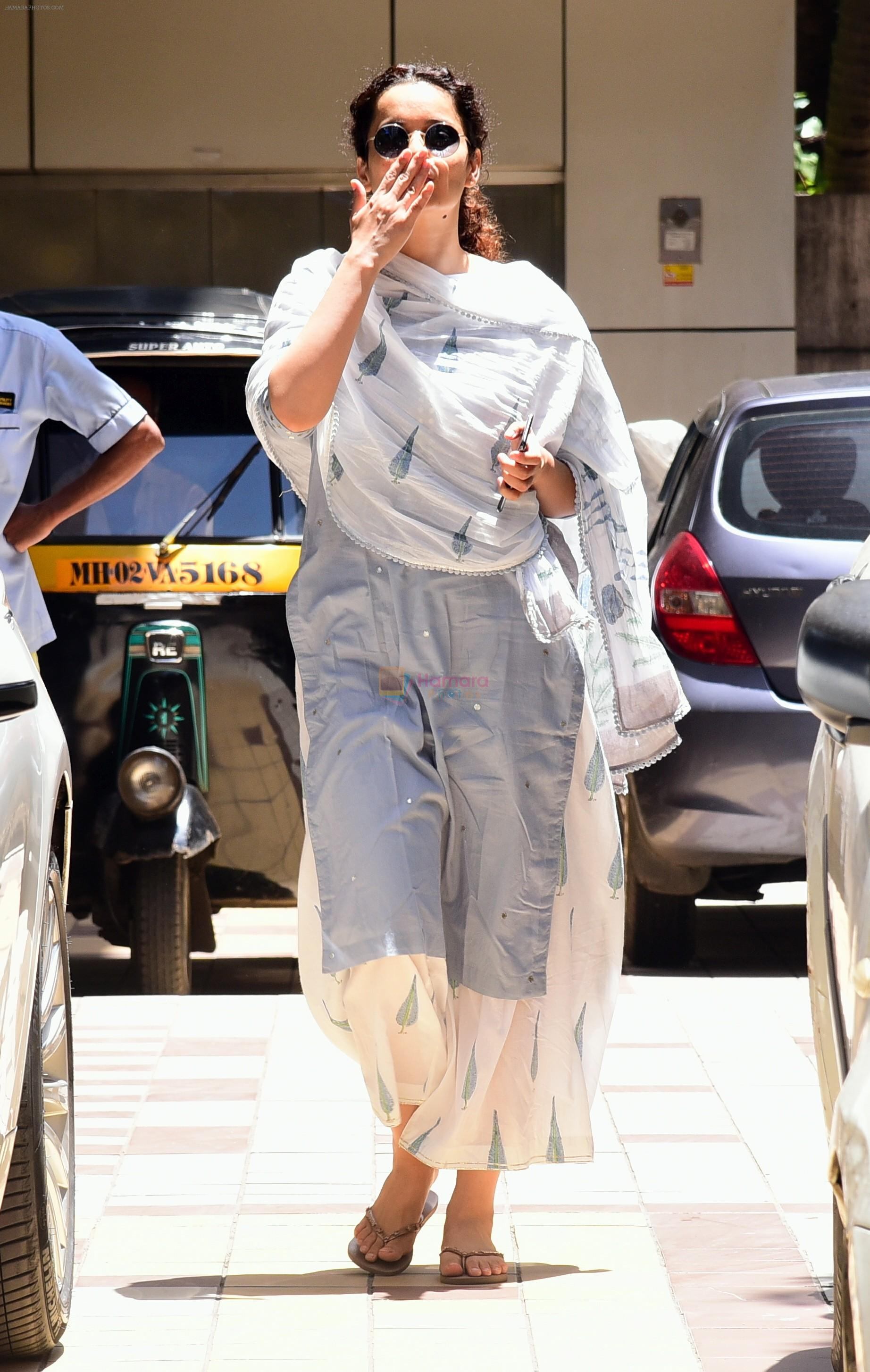 Kangana Ranaut spotted at bandra on 28th Aug 2019