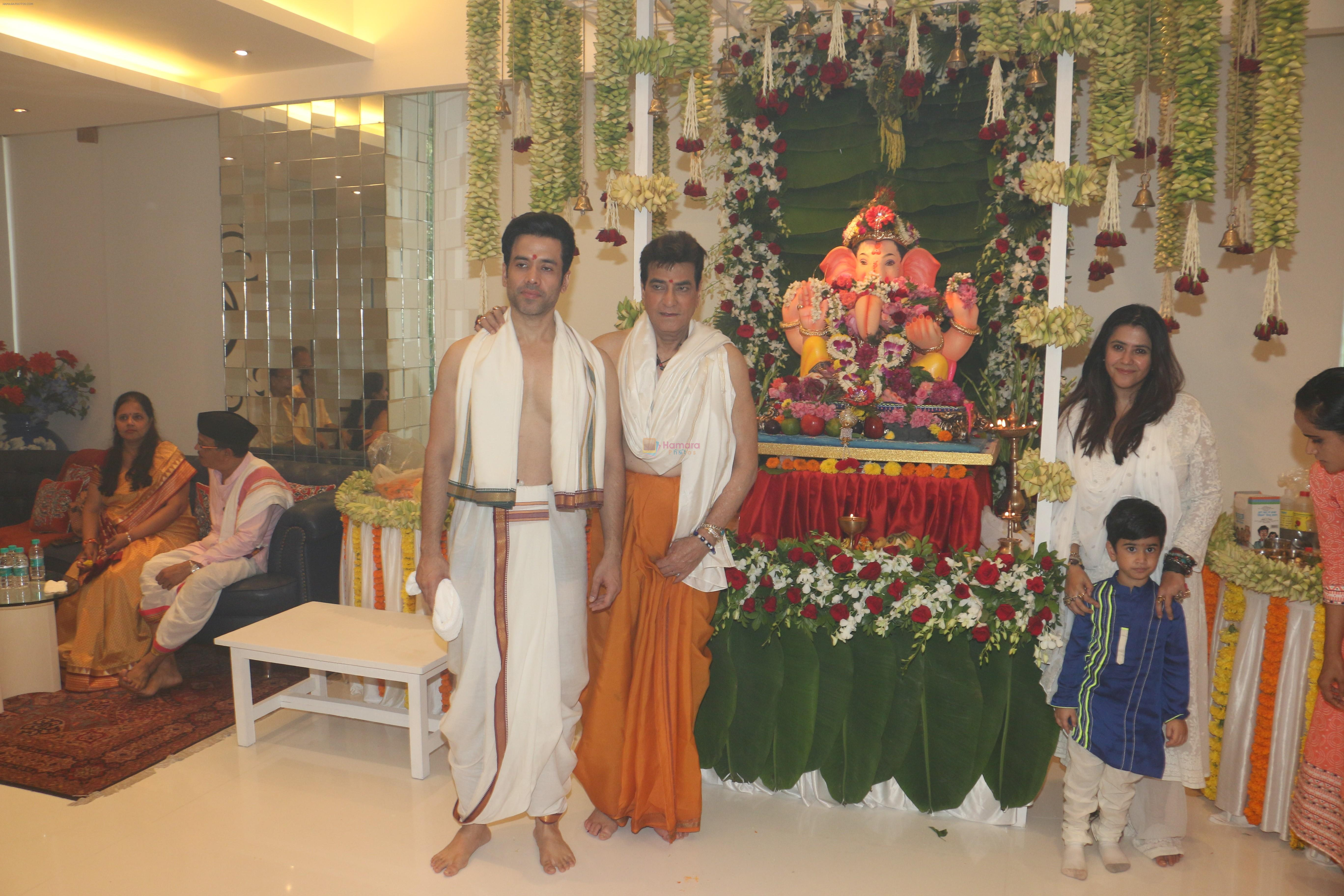 Jeetendra, Tusshar Kapoor, Ekta Kapoor's Ganpati celebration at his house on 2nd Sept 2019