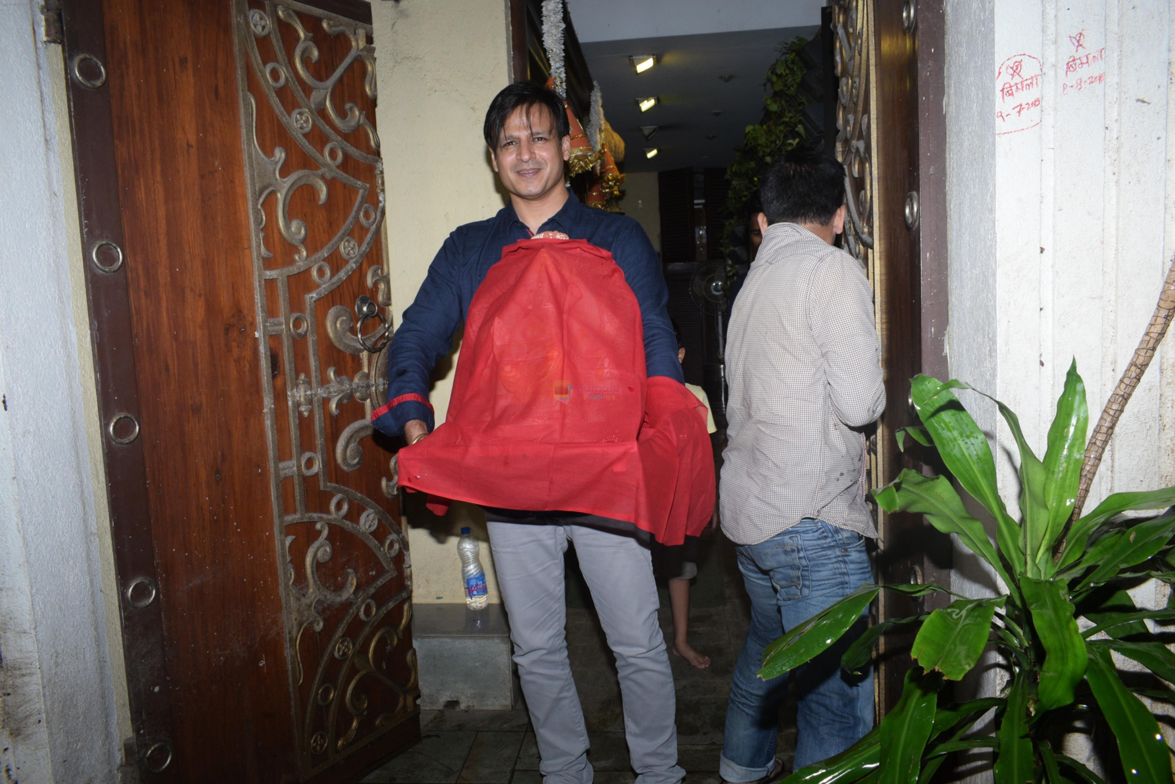 Vivek Oberoi brings ganpati home at juhu on 1st Sept 2019