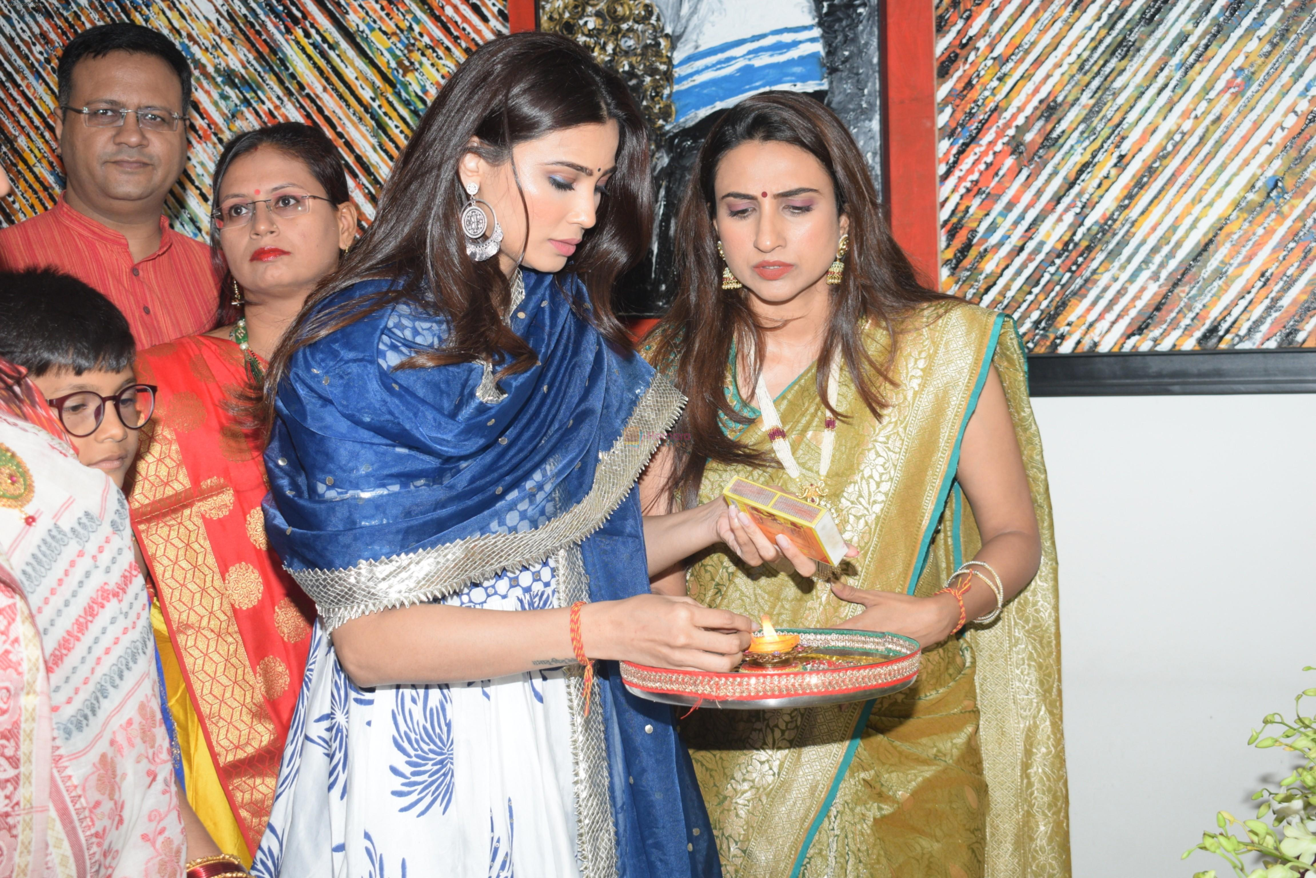 Daisy Shah's Ganpati celebration at his house on 2nd Sept 2019