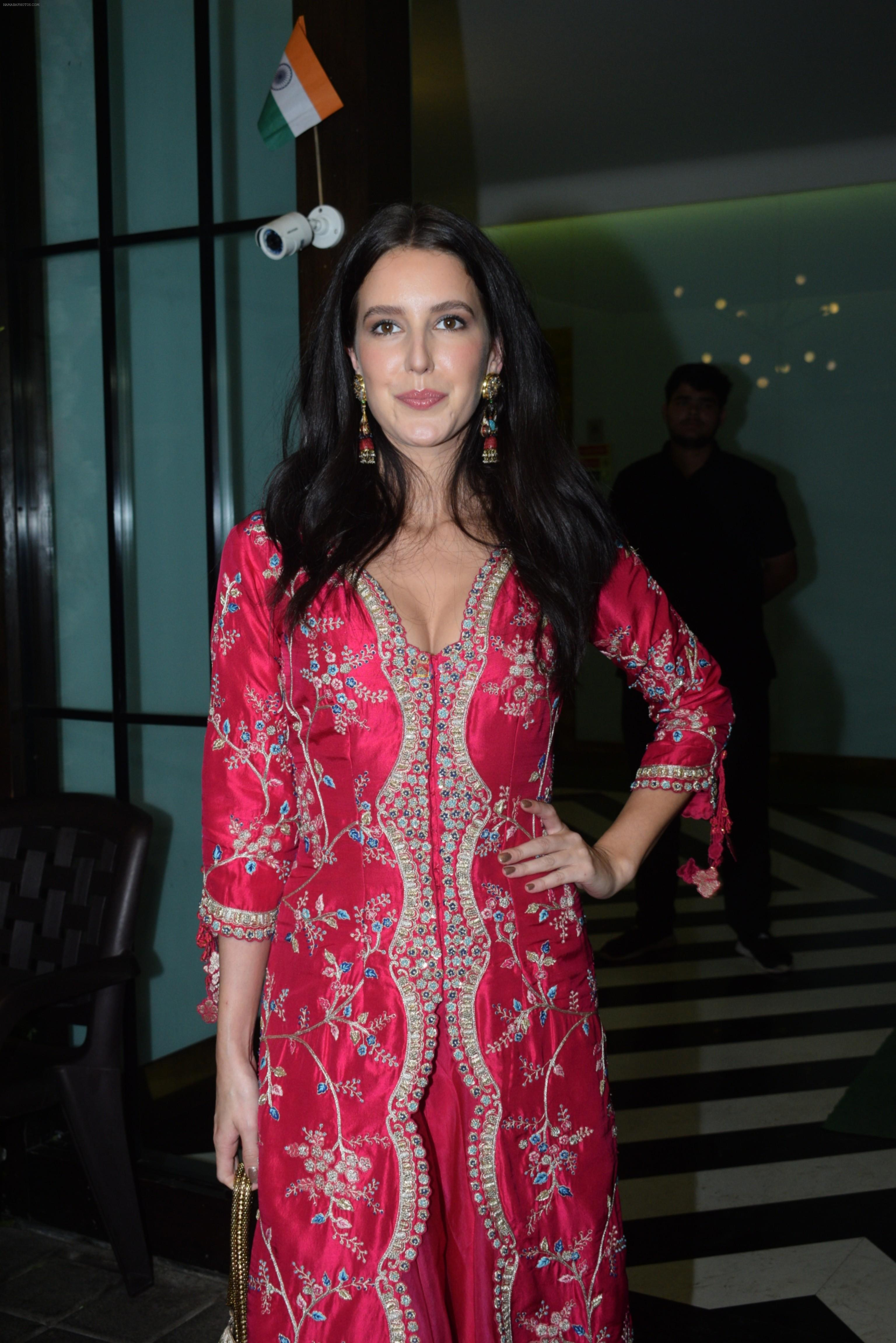 Isabelle Kaif at Arpita Khan's home for Ganesh Chaturthi on 2nd Sept 2019