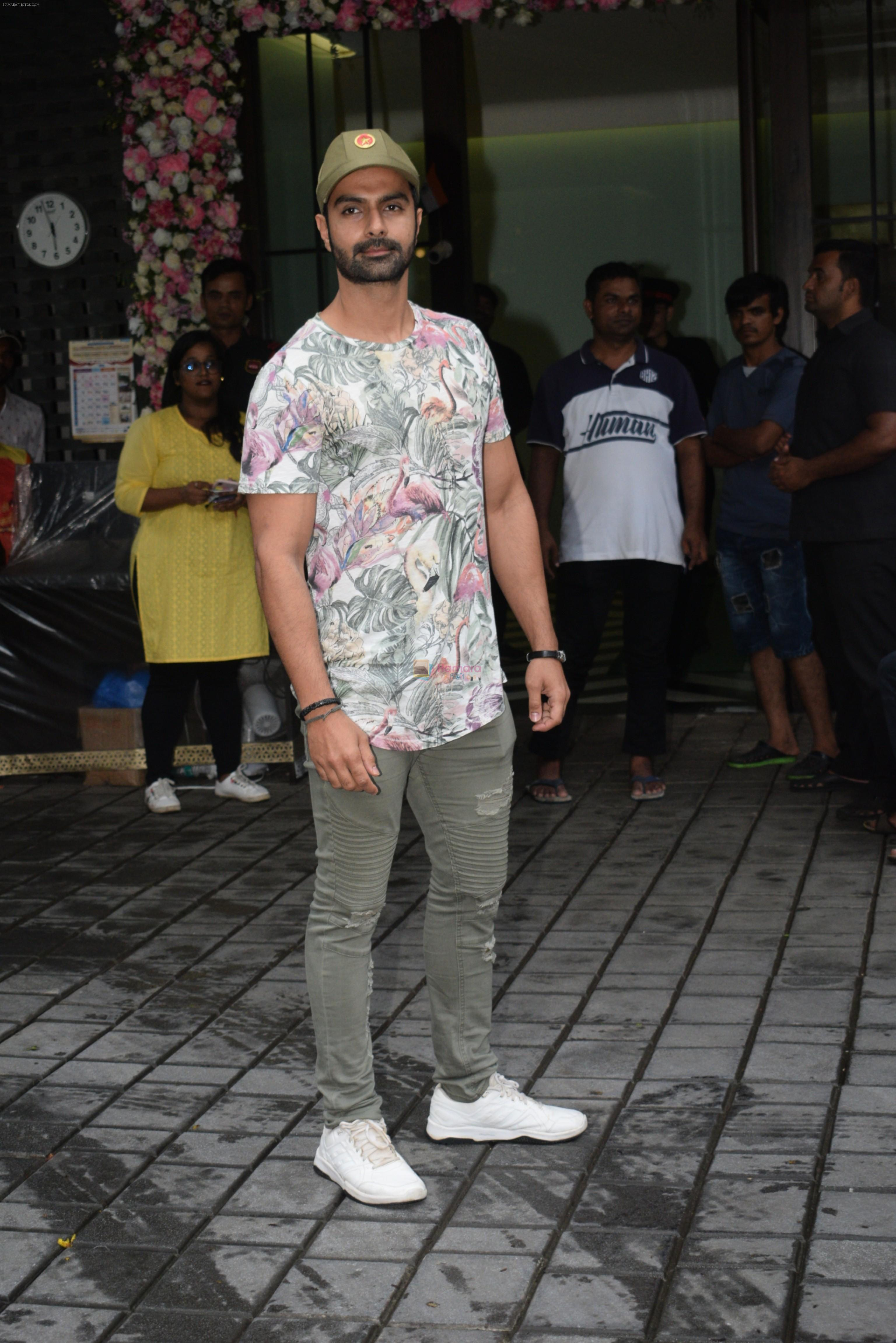 Ashmit Patel at Arpita Khan's home for Ganesh Chaturthi on 2nd Sept 2019