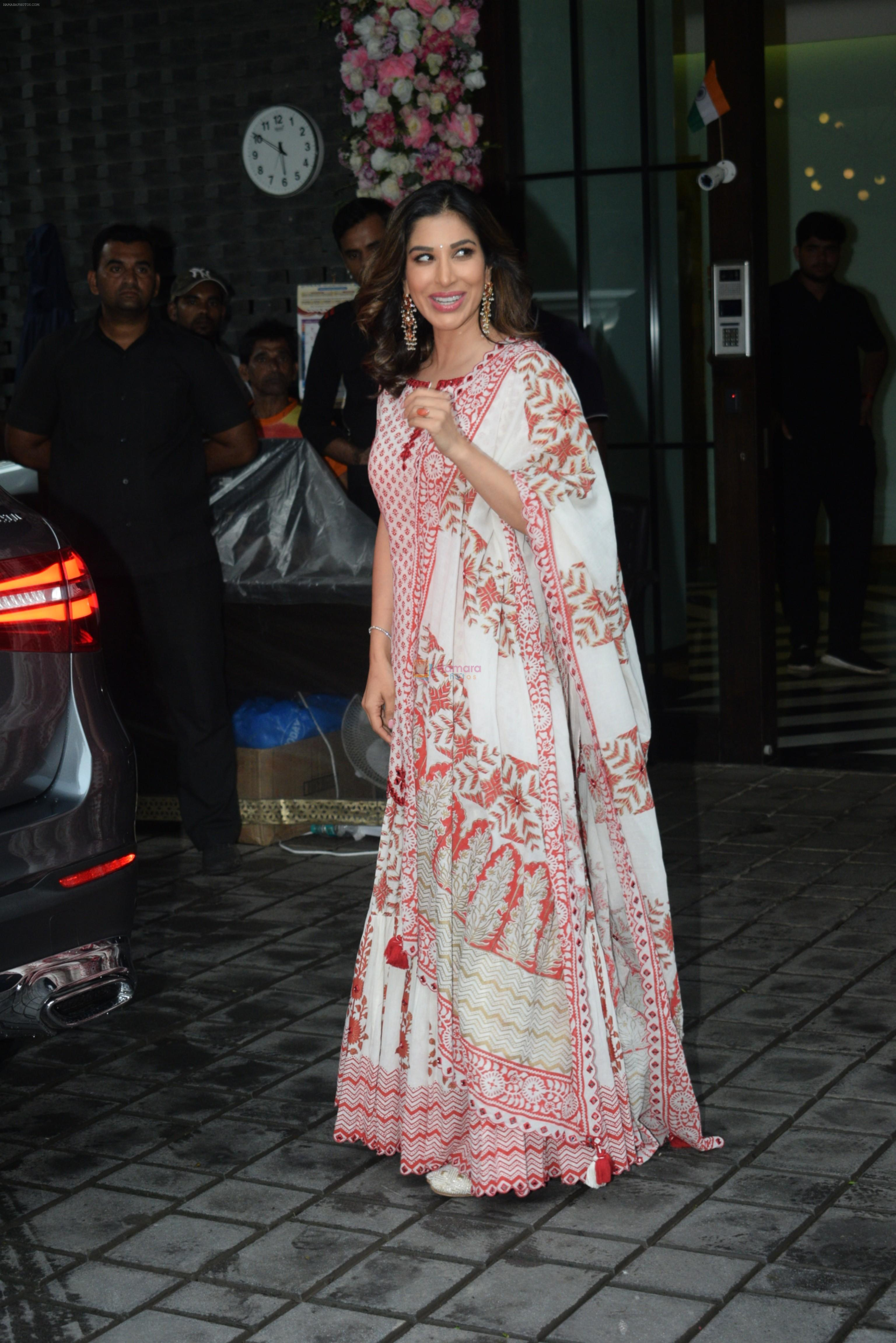 Sophie Choudry at Arpita Khan's home for Ganesh Chaturthi on 2nd Sept 2019