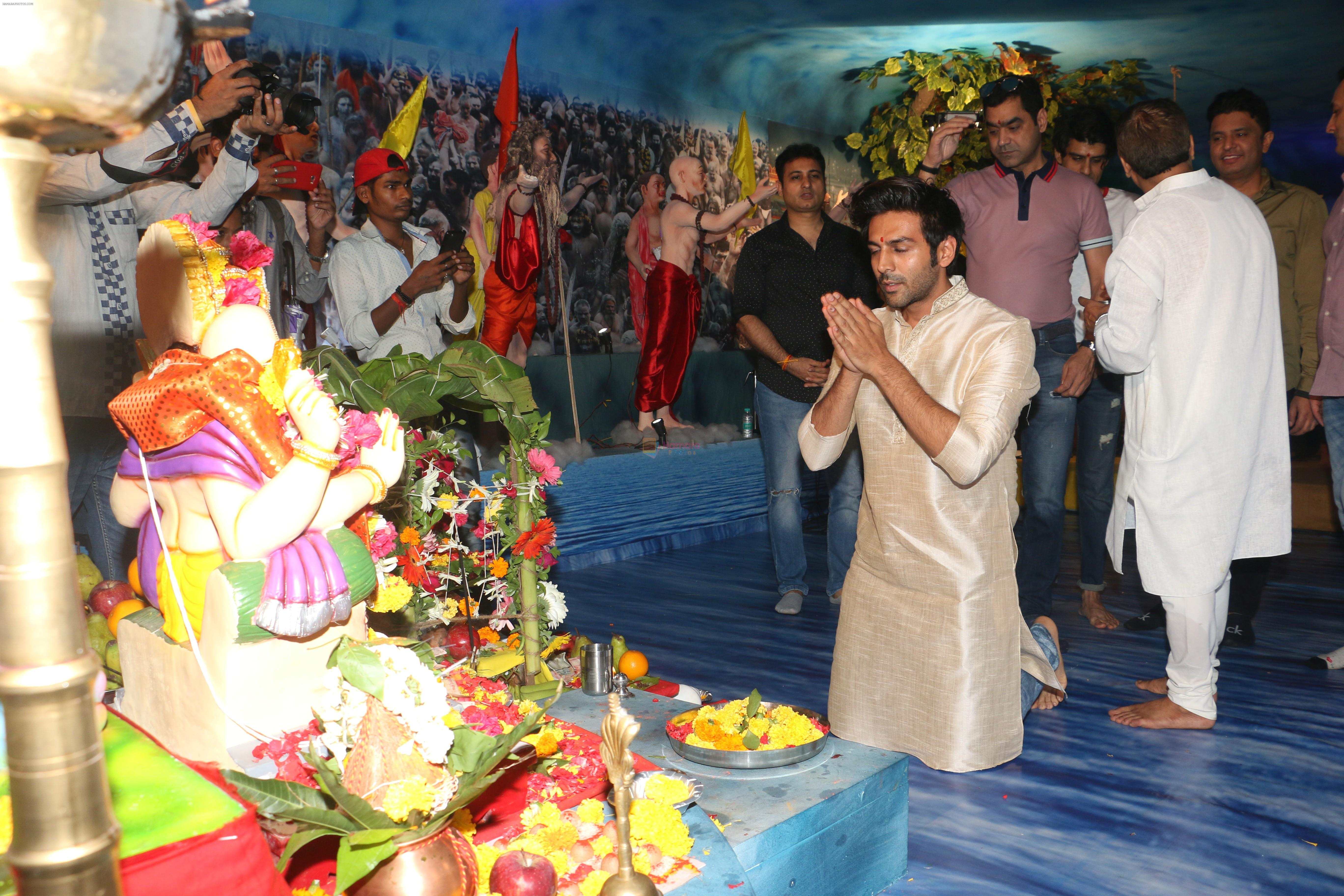Kartik Aaryan at Tseries office in andheri for Ganesh darshan on 12th Sept 2019