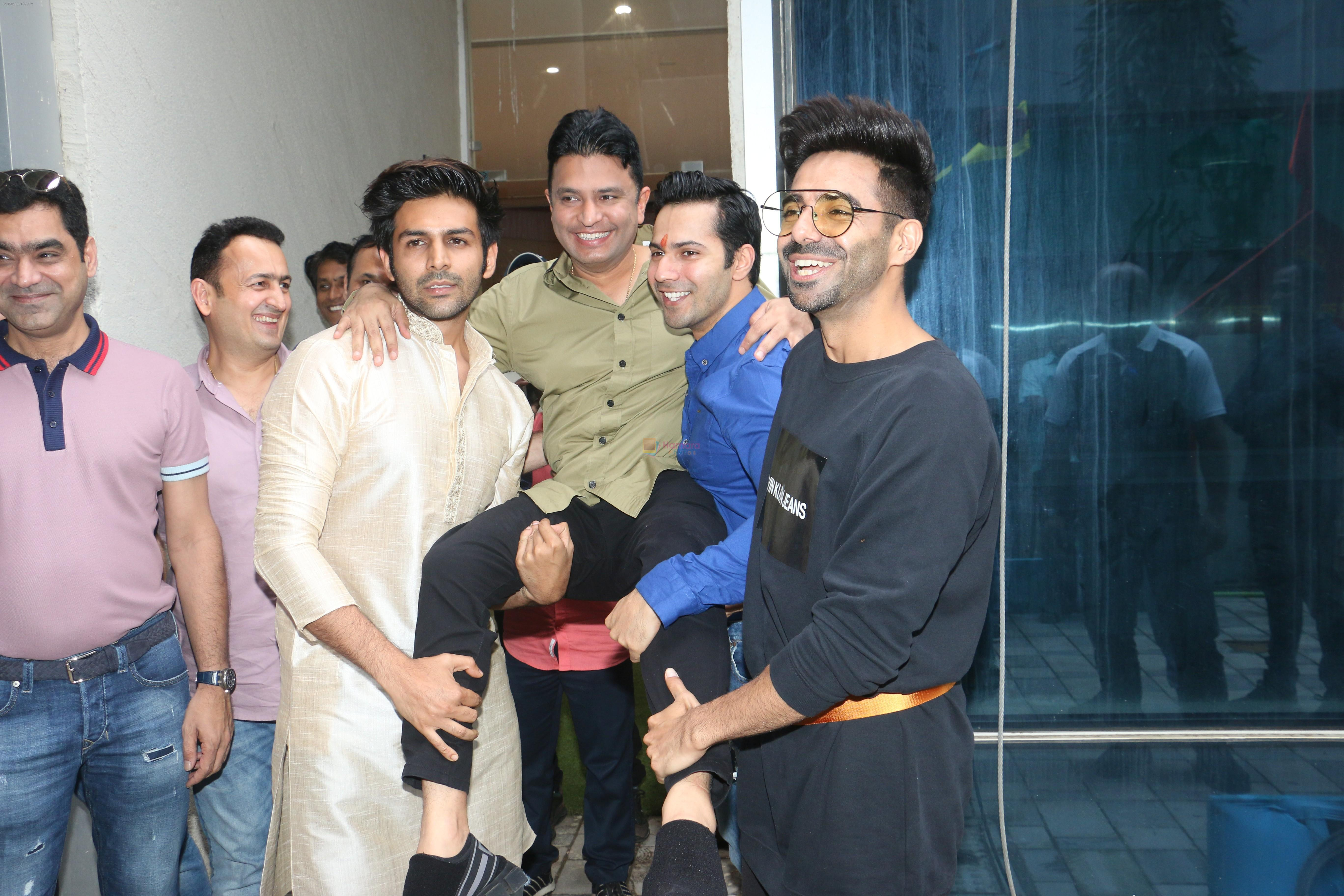 Varun Dhawan, Kartik Aaryan, Bhushan Kumar at Tseries office in andheri for Ganesh darshan on 12th Sept 2019