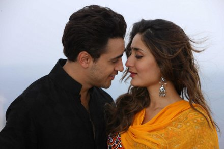 Kareena Kapoor and Imran Khan in still from movie Gori Tere Pyaar Mein