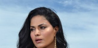 Veena Malik, Ashmit Patel peforming Tujhse Alag song in Super Model