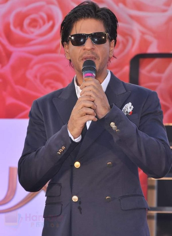 Shahrukh Khan at Lux event in Mumbai on 19th Oct 2013