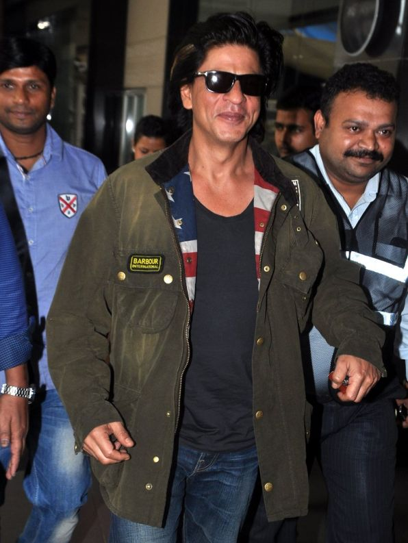 Shahrukh khan arrives from Cannes Wedding in Mumbai Airport on 15th Oct 2013