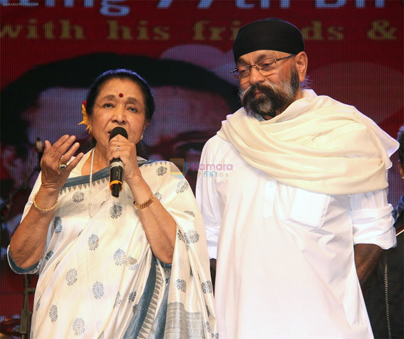Asha Bhosle and Uttam Singh at Love You Pancham concert in celebration of Pancham da's 77th birth anniversary at Shanmukhananda hall, Sion