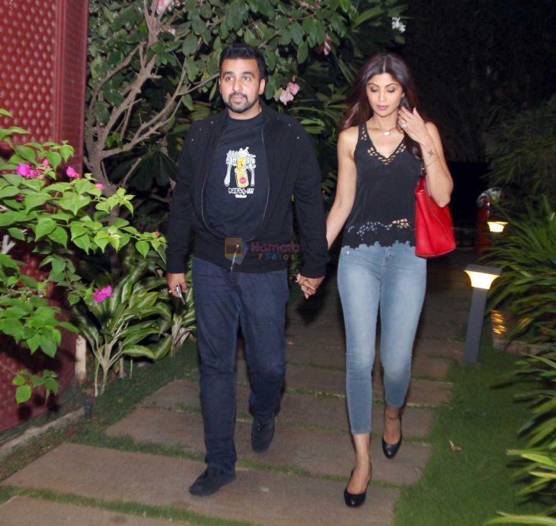 Shilpa Shetty with husband Raj Kundra at Jal restaurant in Juhu on 10th June 2016