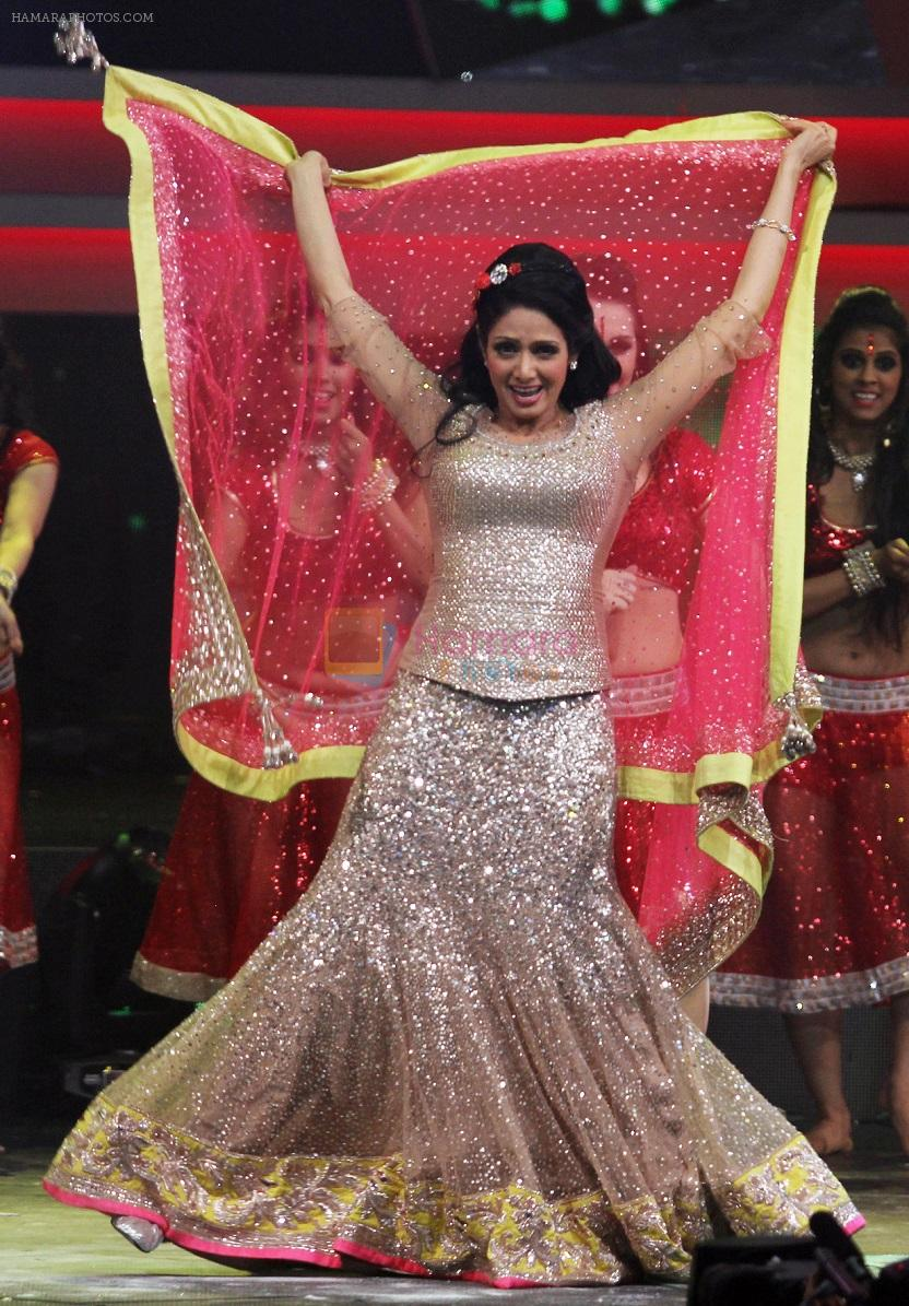 Sridevi performs on the IIFA stage on 14th June 2016