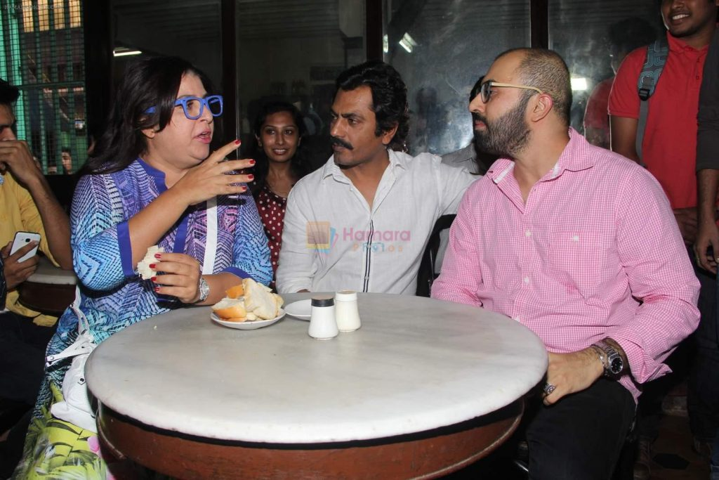 Farah Khan, Nawazuddin Siddiqui at an Irani cafe for Ritesh Batra's Poetic license launch in Grant Road on 4th April 2015