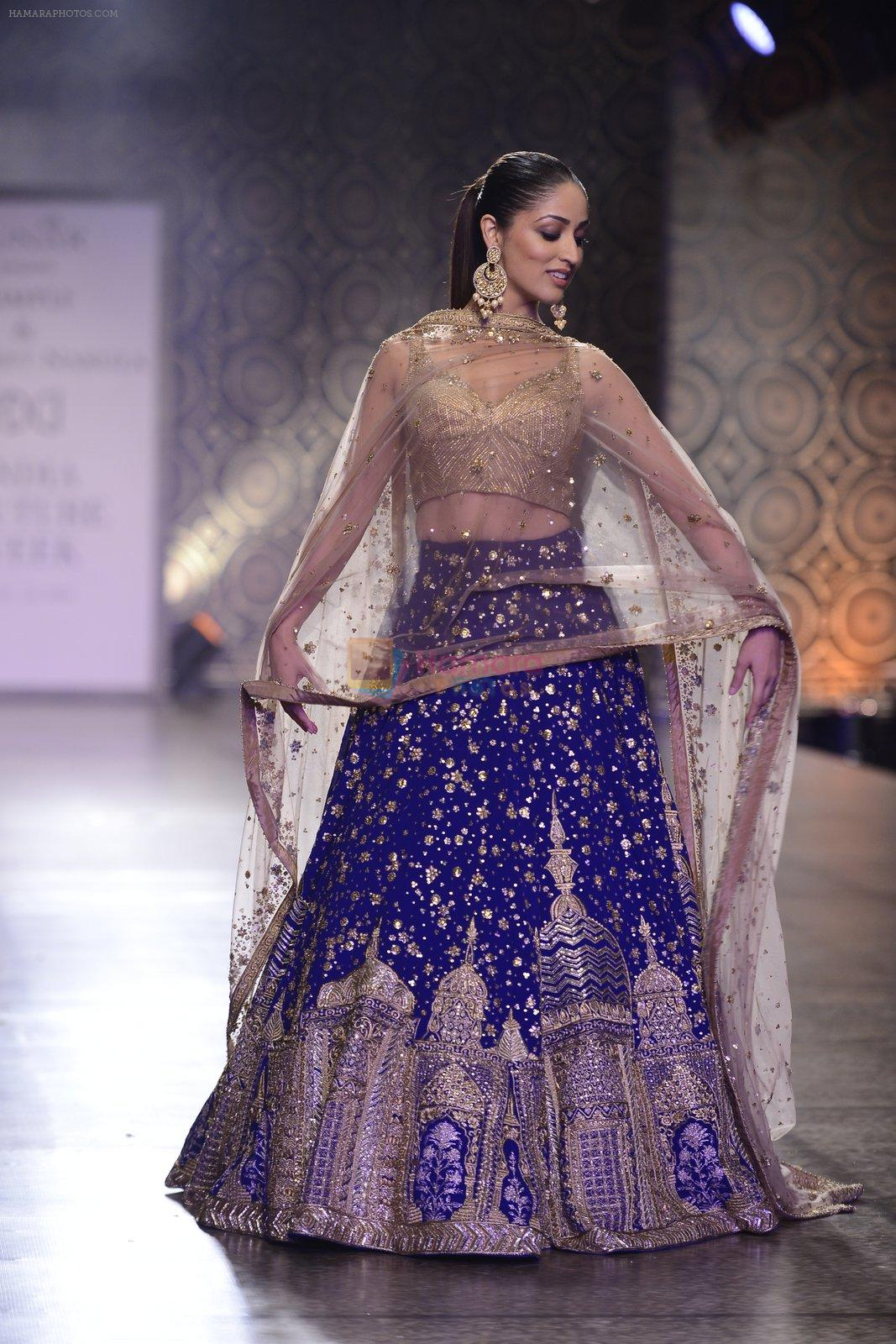 Yami Gautam walks the ramp for Rimple and Harpreet Narula at the FDCI India Couture Week 2016 on 22 July 2016