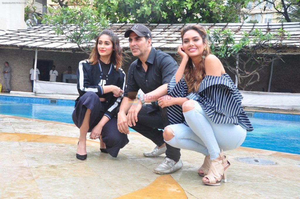 Ileana D'Cruz, Akshay Kumar, Esha Gupta at Rustom promotions in Mumbai on 1st Aug 2016