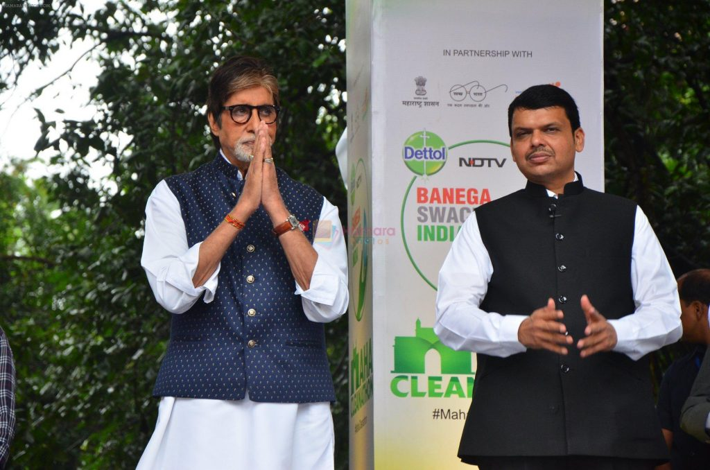 Amitabh Bachchan and Maharashtra Chief Minister Devendra Fadnavis participate during the NDTV Dettol Maha Cleanathon campaign at the JJ Hospital complex in Mumbai, India on September 3, 2016