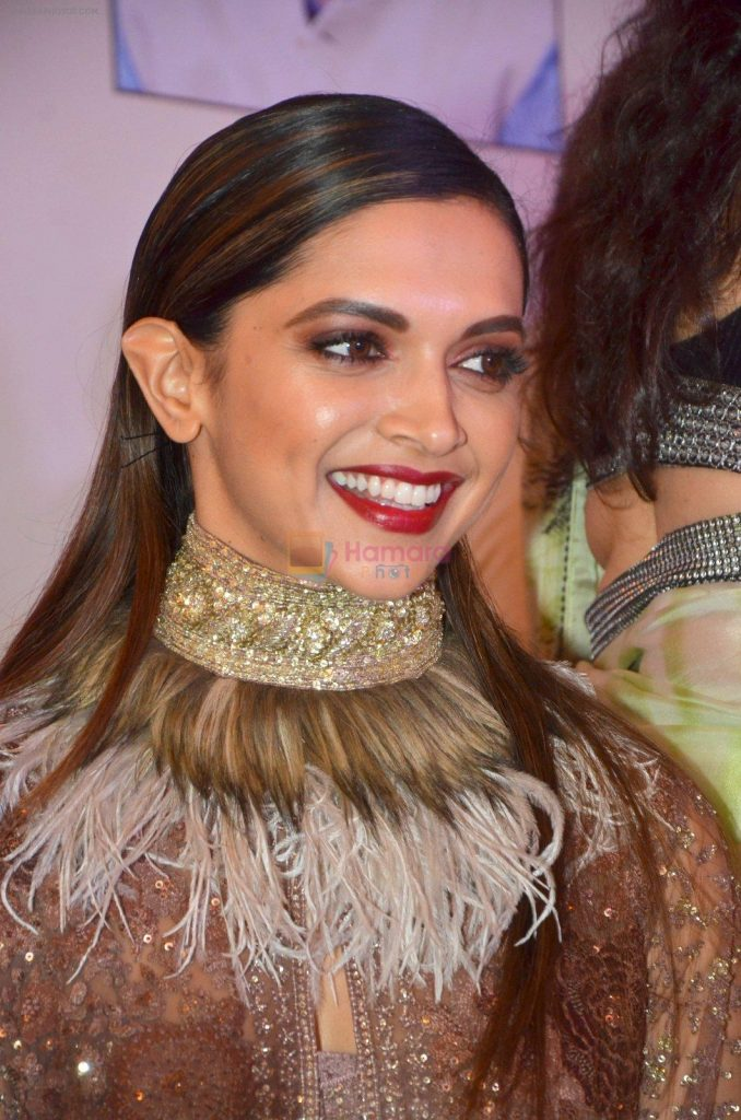 Deepika Padukone honored at Giants International Awards on 17th Sept 2016