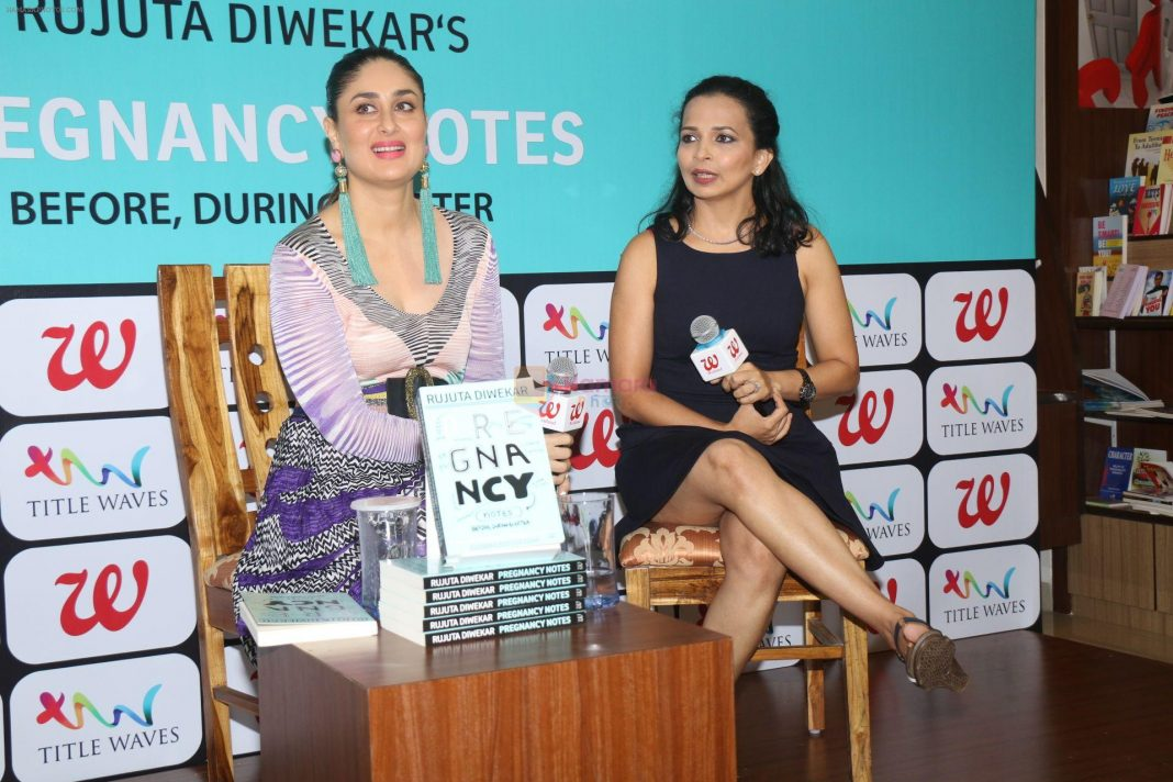 Kareena Kapoor Khan, Rujuta Diwekar at the Launch of book Pregnancy Notes Before During and After on 15th July 2017